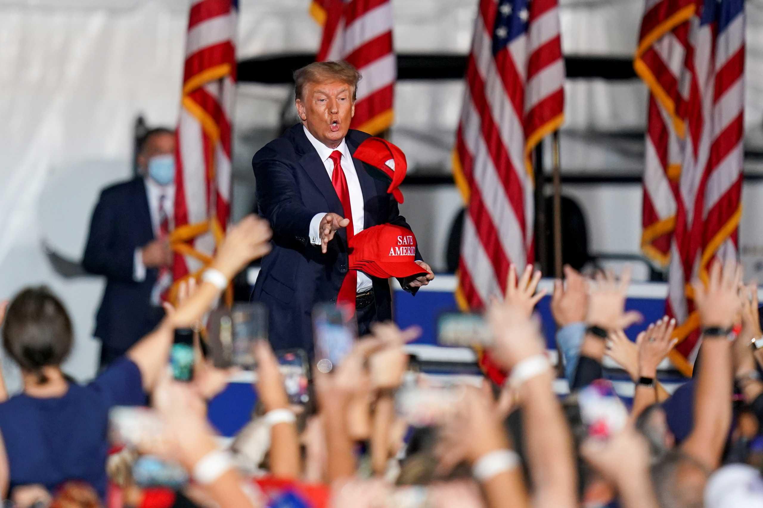 ΗΠΑ: Επίθεση Τραμπ στον πρόεδρο  Μπάιντεν για την «ταπείνωση» στο Αφγανιστάν – Η Δύση εγκατέλειψε τη χώρα λέει ο Τόνι Μπλερ