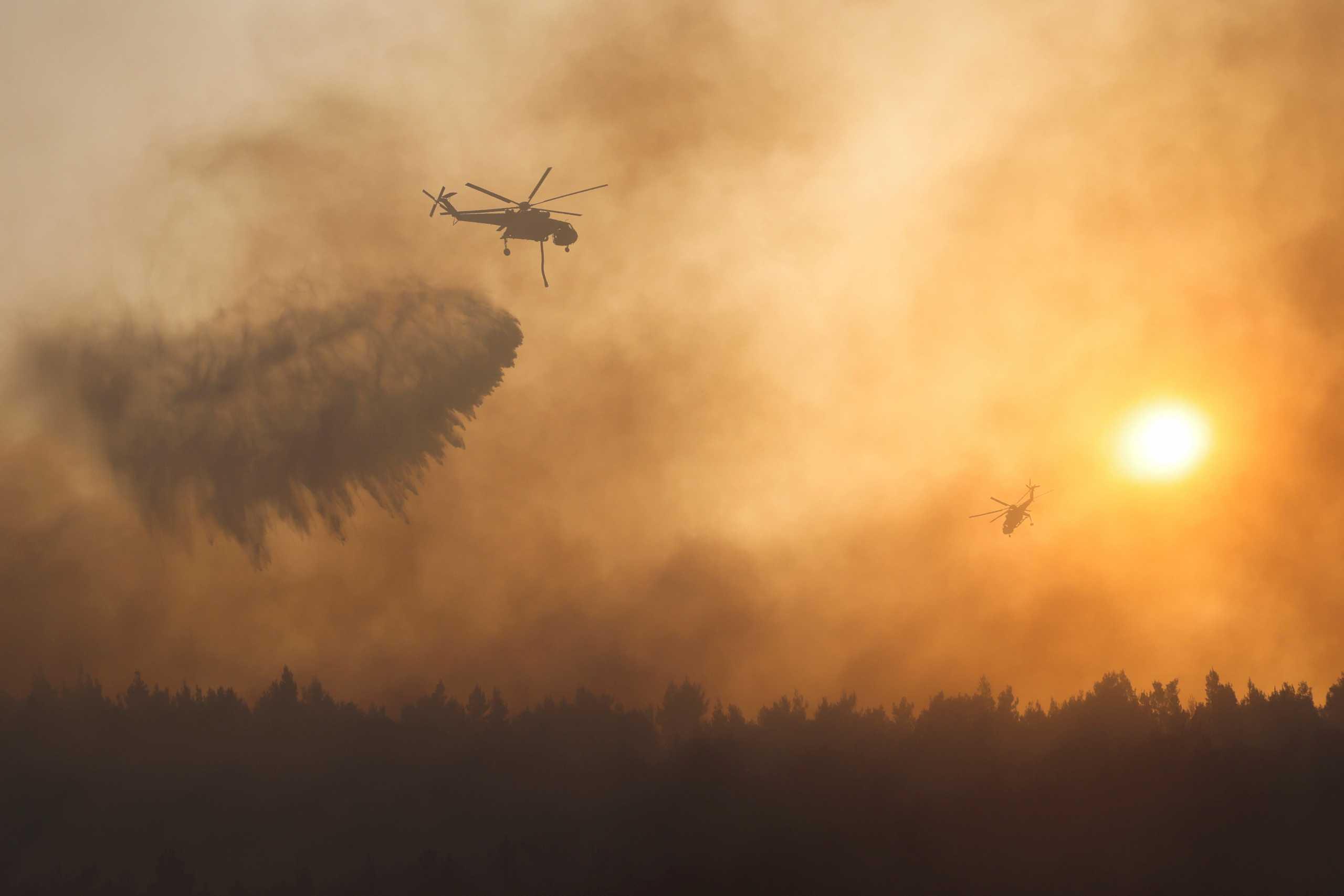 Φωτιές: 106 πύρινα μέτωπα σε μια μέρα – Παράταση στην απαγόρευση παραμονής στα δάση