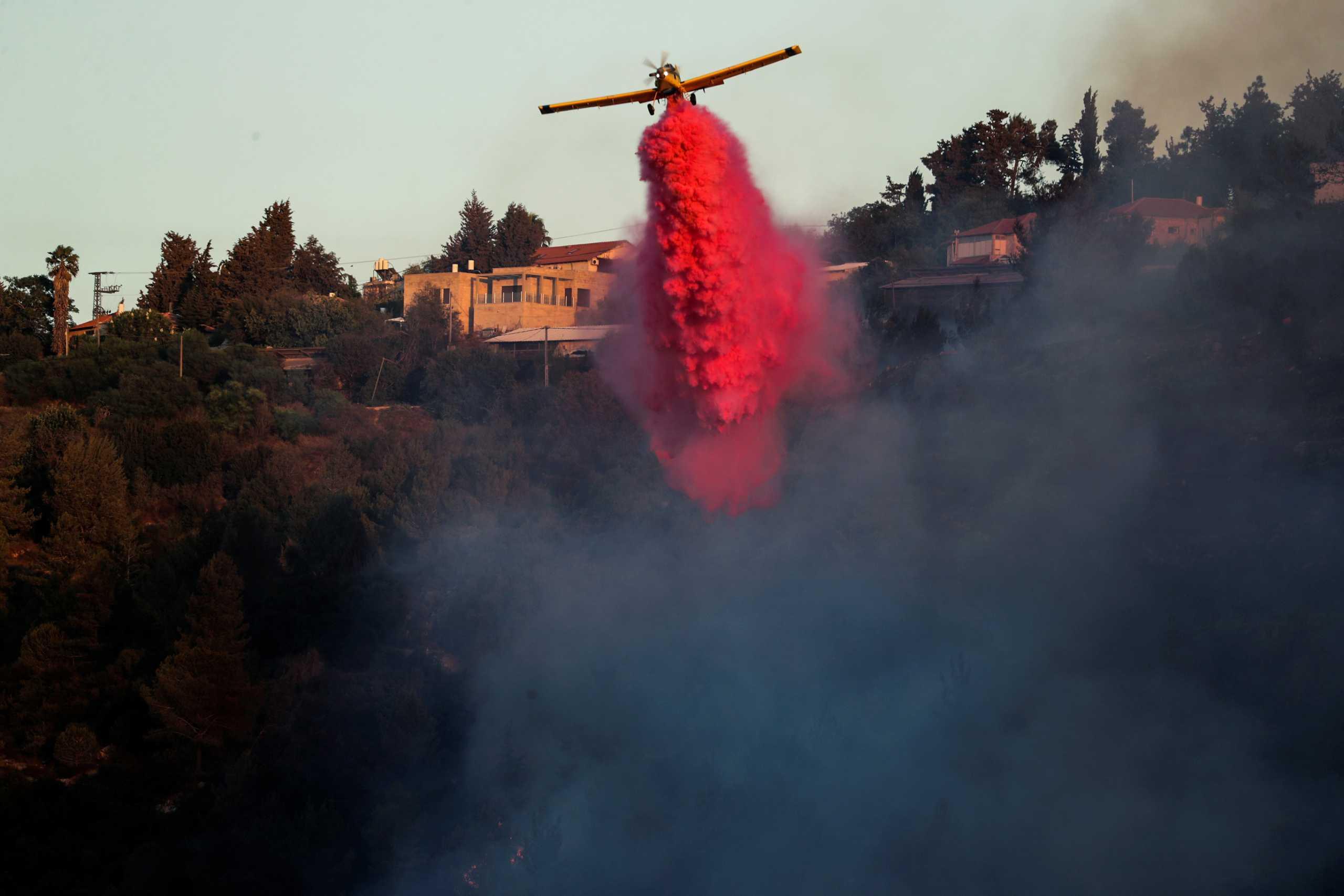 Πυροσβέστες εκκενώνουν πόλεις έξω από την Ιερουσαλήμ λόγω της μεγάλης φωτιάς