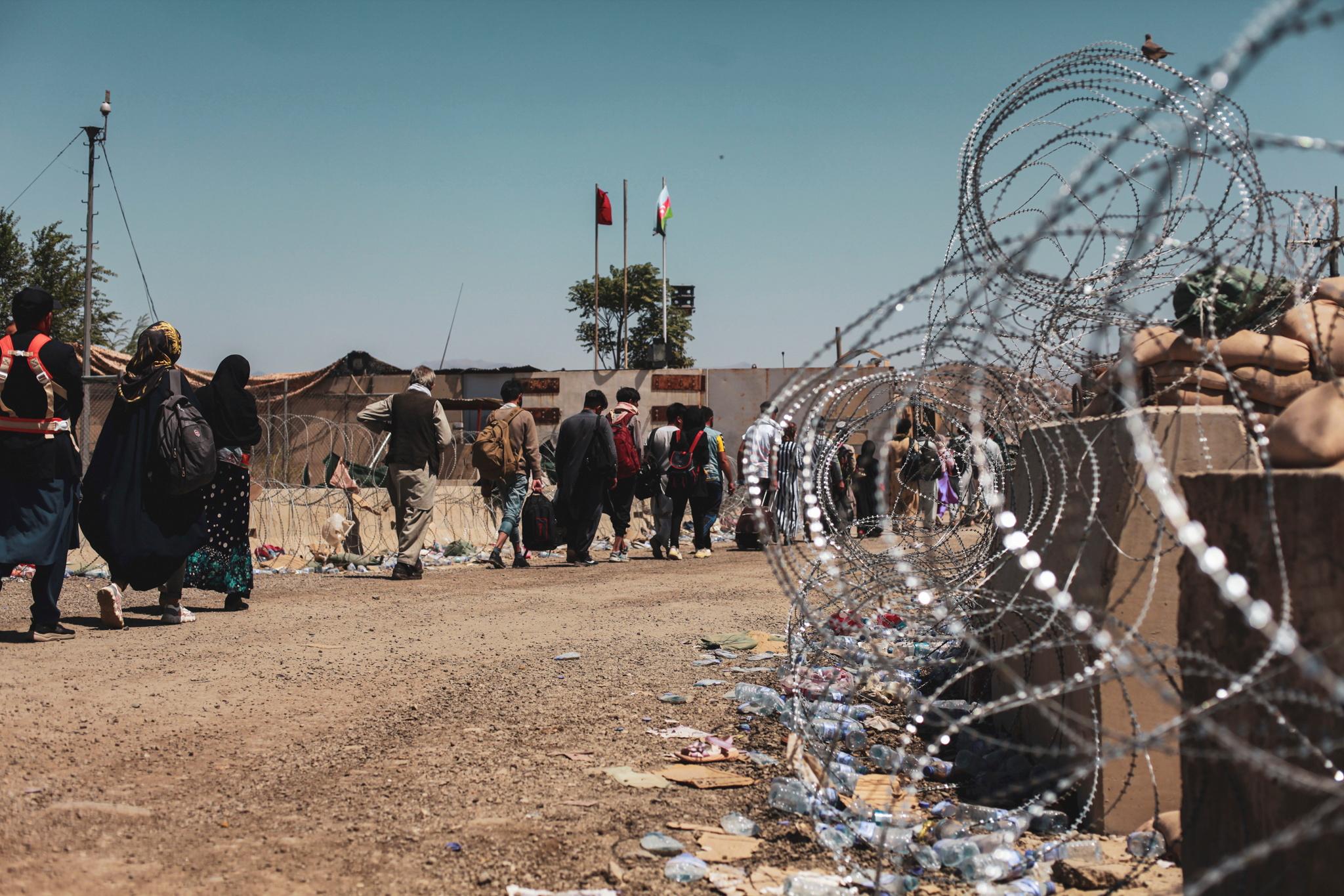 Αφγανιστάν: Οι ΗΠΑ βομβάρδισαν το Ισλαμικό Κράτος – Απομακρύνουν τους Αμερικανούς από το αεροδρόμιο της Καμπούλ