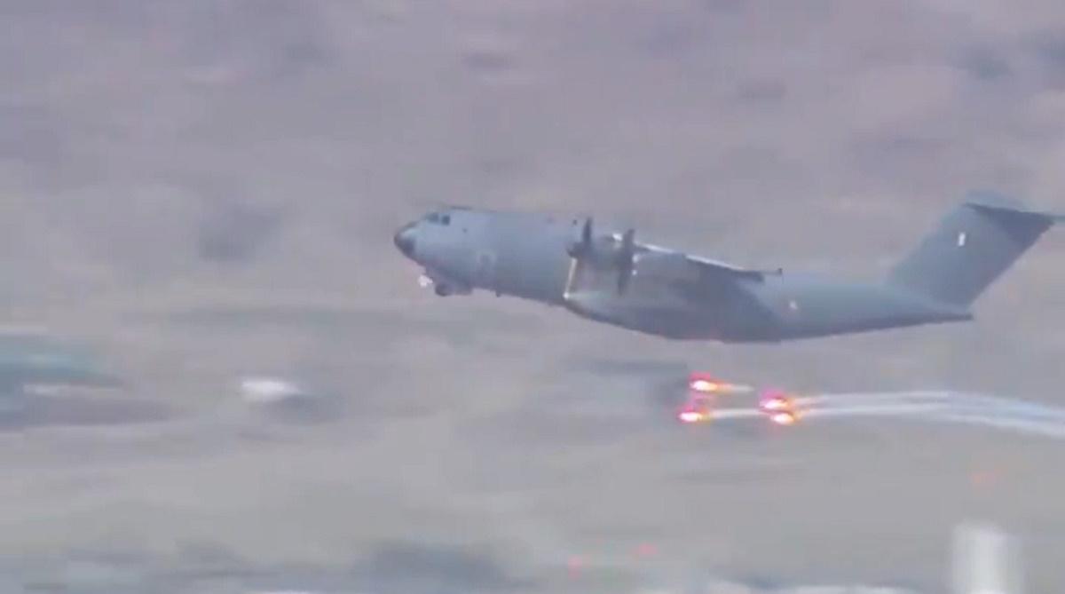 Καμπούλ: Αεροσκάφη εκτοξεύουν φωτοβολίδες υπό τον φόβο επίθεσης από το ISIS [vid]