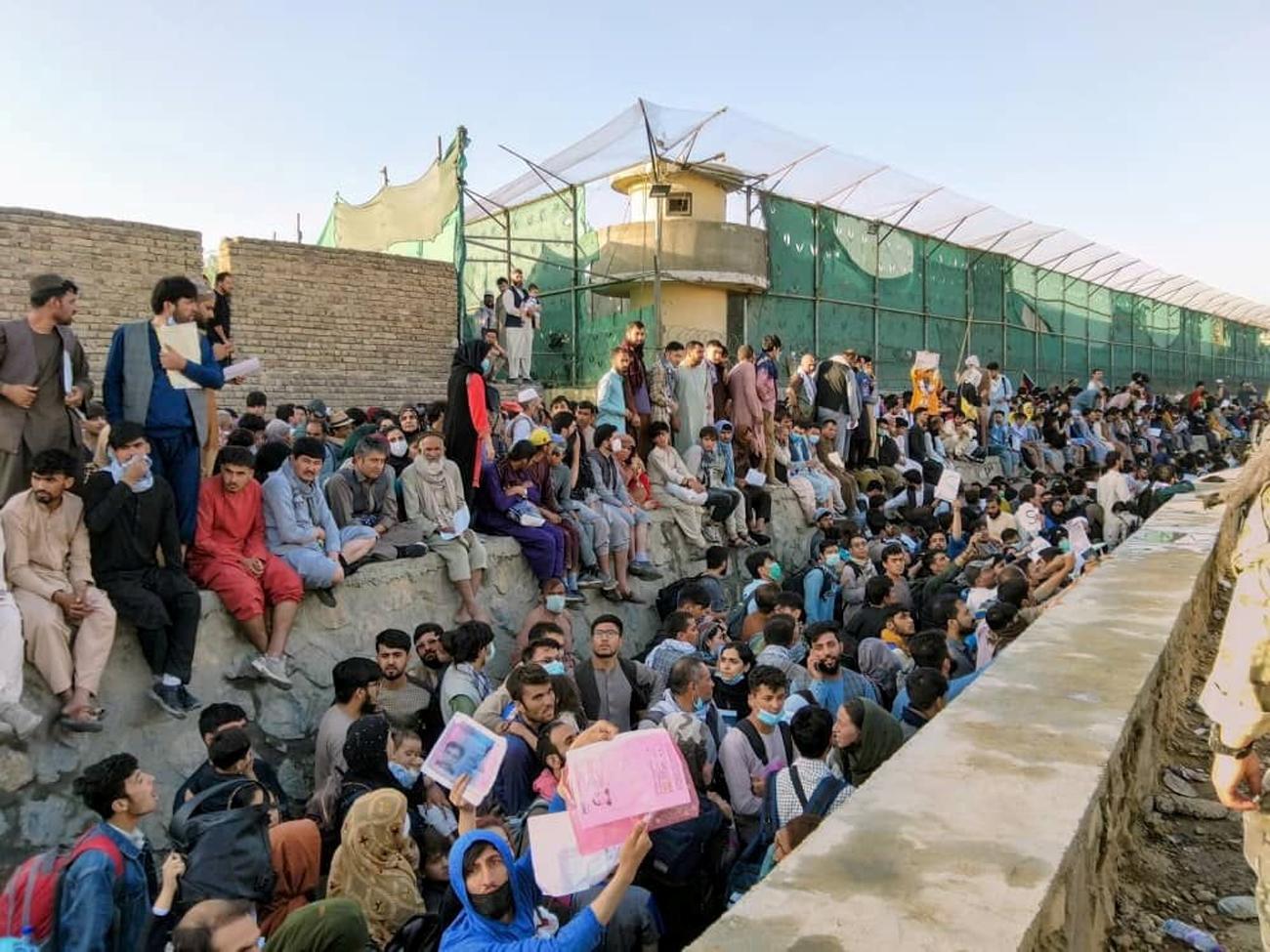 Αφγανιστάν: Φόβοι για επίθεση στο πλήθος που προσπαθεί να ξεφύγει από τους Ταλιμπάν
