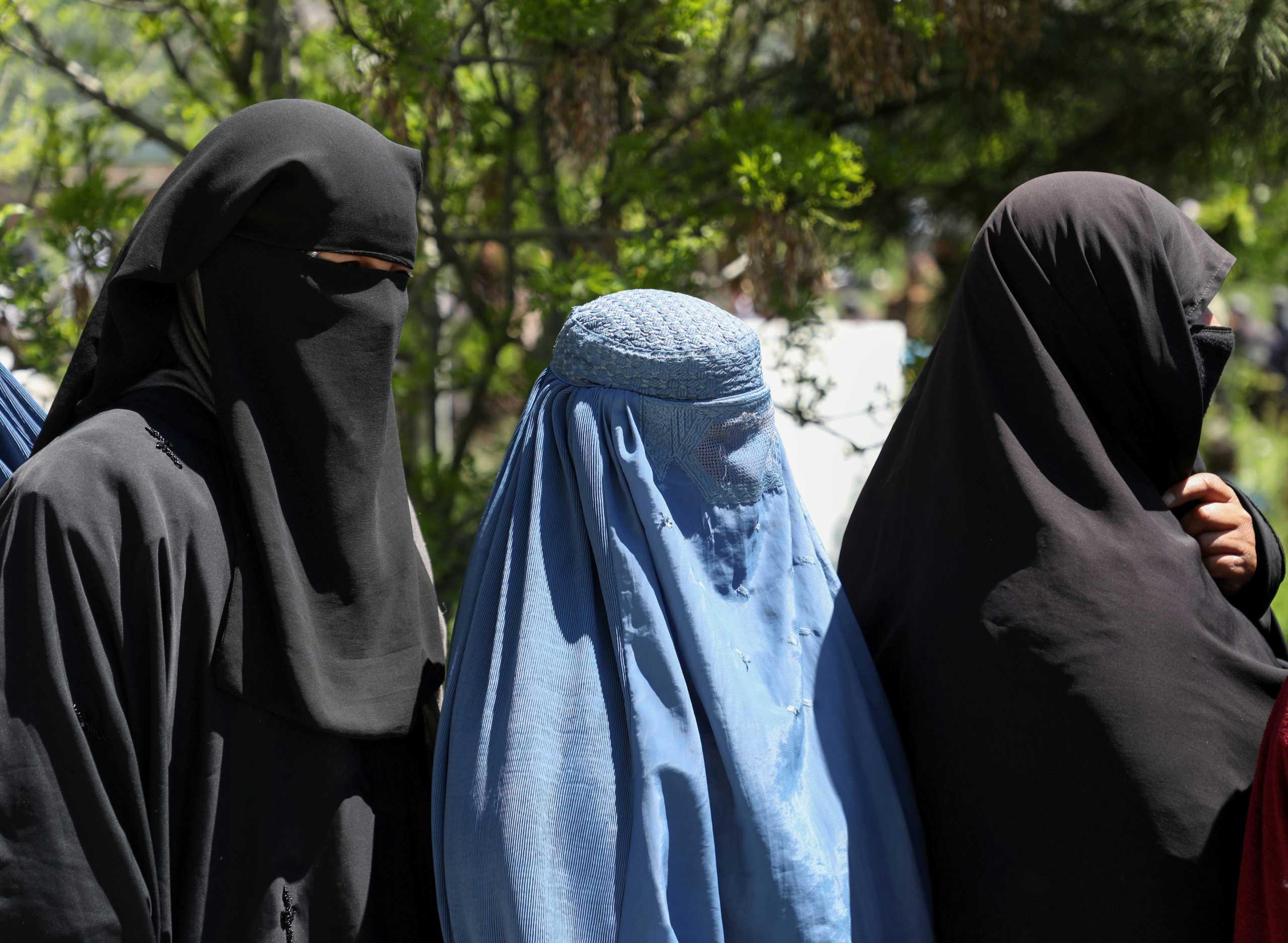 Αφγανιστάν: Οι Ταλιμπάν διέταξαν τις εργαζόμενες να μείνουν στο σπίτι