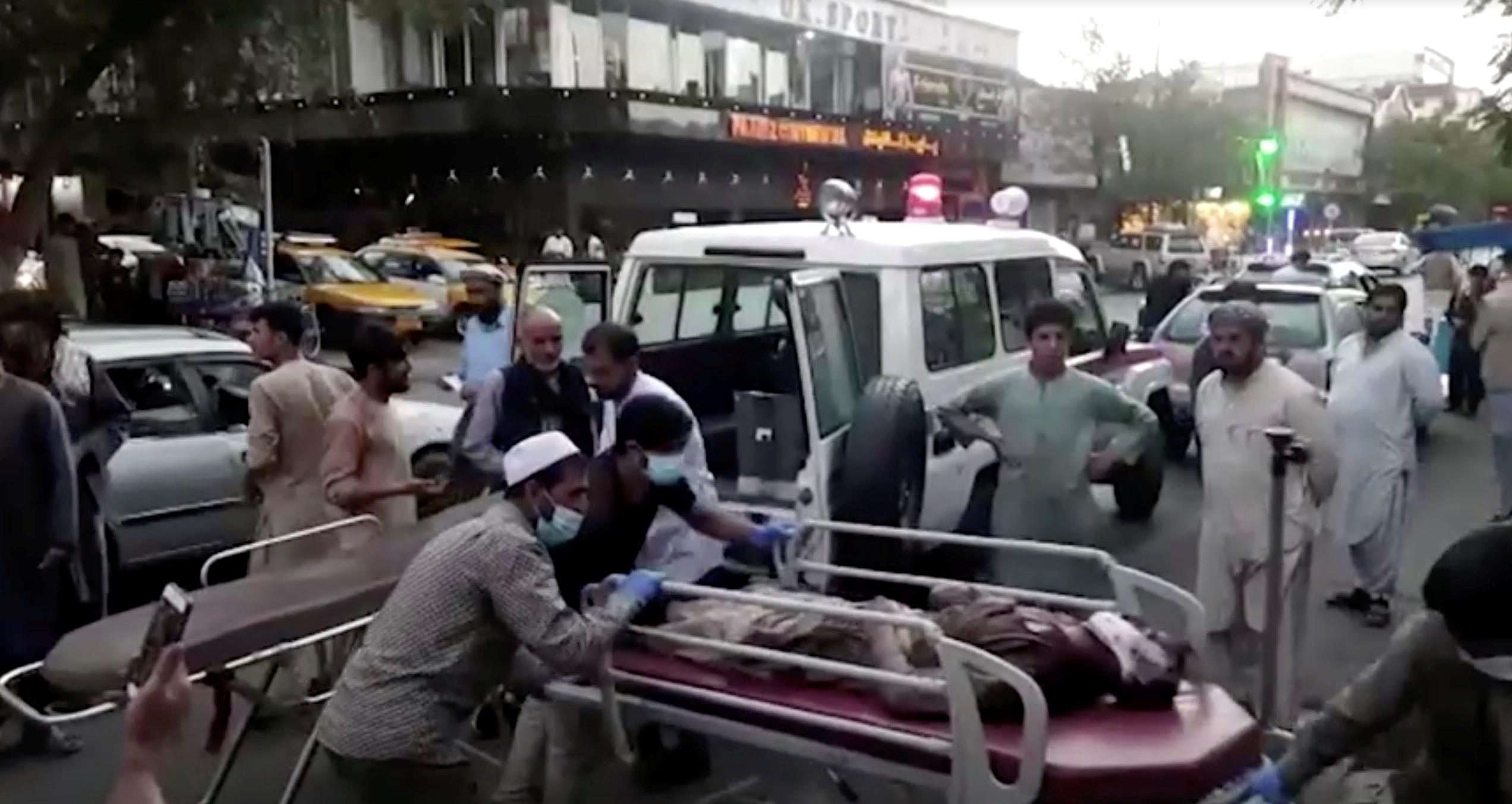 Αφγανιστάν: Πάνω από 100 οι νεκροί της επίθεσης στο αεροδρόμιο