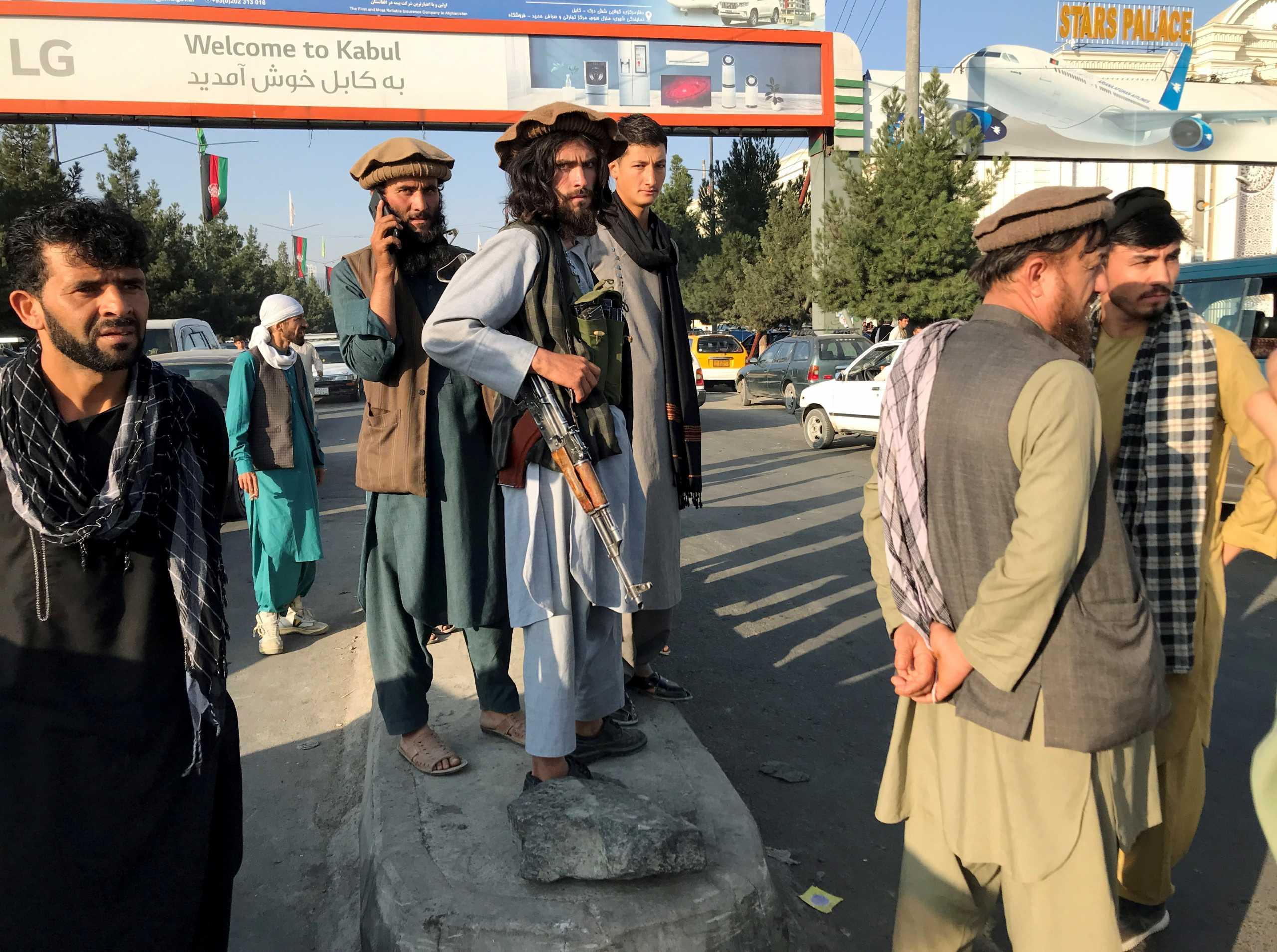 «Άγνωστη» η επόμενη μέρα στο Αφγανιστάν μετά την επέλαση των Ταλιμπάν – «Αδειάζει» από ξένους η Καμπούλ