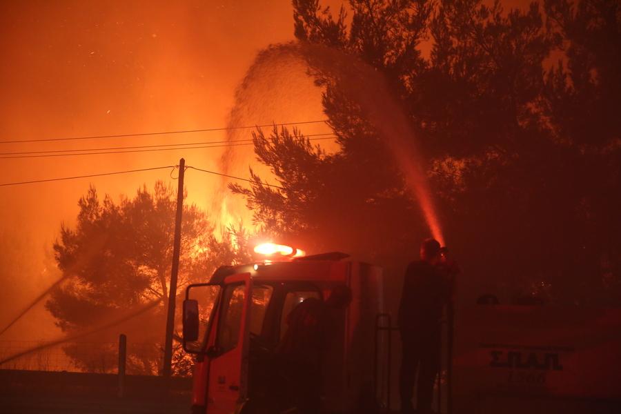 Φωτιά στην Αττική: Ξεκίνησαν να πνέουν δυνατοί άνεμοι – Εξαπλώνεται ακόμα πιο γρήγορα το πύρινο μέτωπο