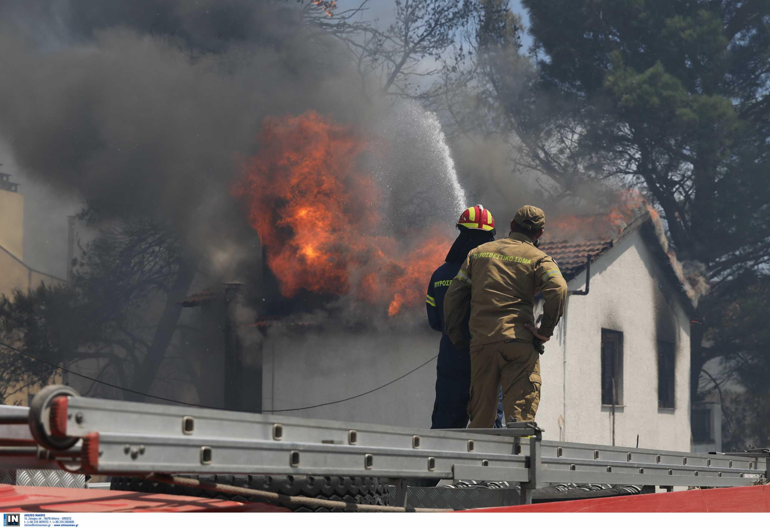 Φωτιά στην Αττική: «Πολιορκείται» από δύο μέτωπα η Ιπποκράτειος Πολιτεία – Εφιάλτης στο Κρυονέρι