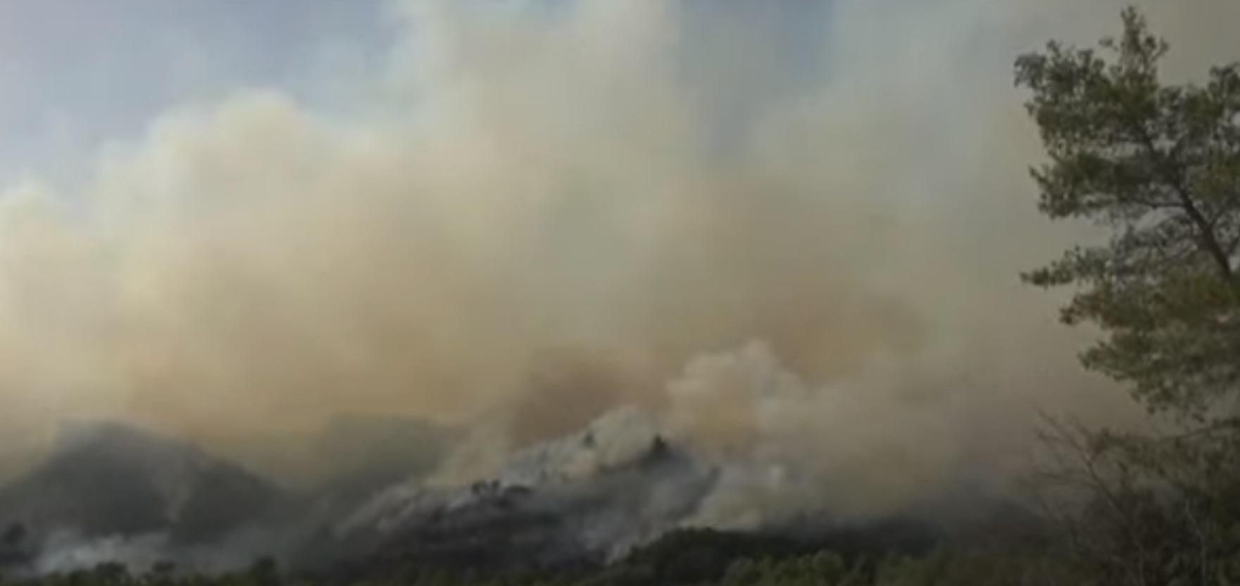 Φωτιά στο Αγρίνιο: Εκκενώνονται τα χωριά Παραδείσι και Περπάτη