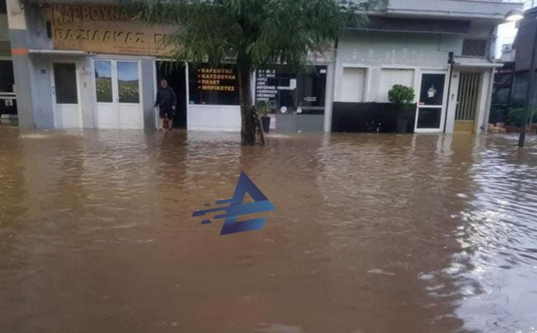 Αγρίνιο: Αποκλεισμένοι στα σπίτια τους – Δείτε τι έγινε στην πόλη μετά από λίγα λεπτά βροχής