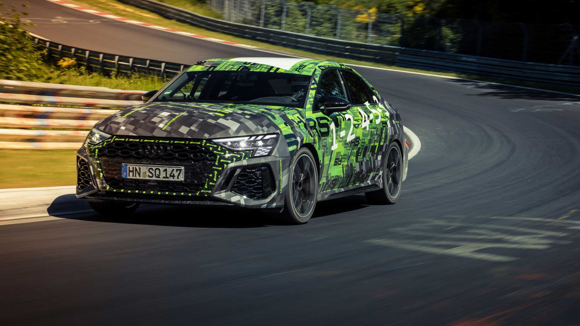 To Audi RS 3 «έσπασε» τα χρονόμετρα και έκανε νέο ρεκόρ! (video)