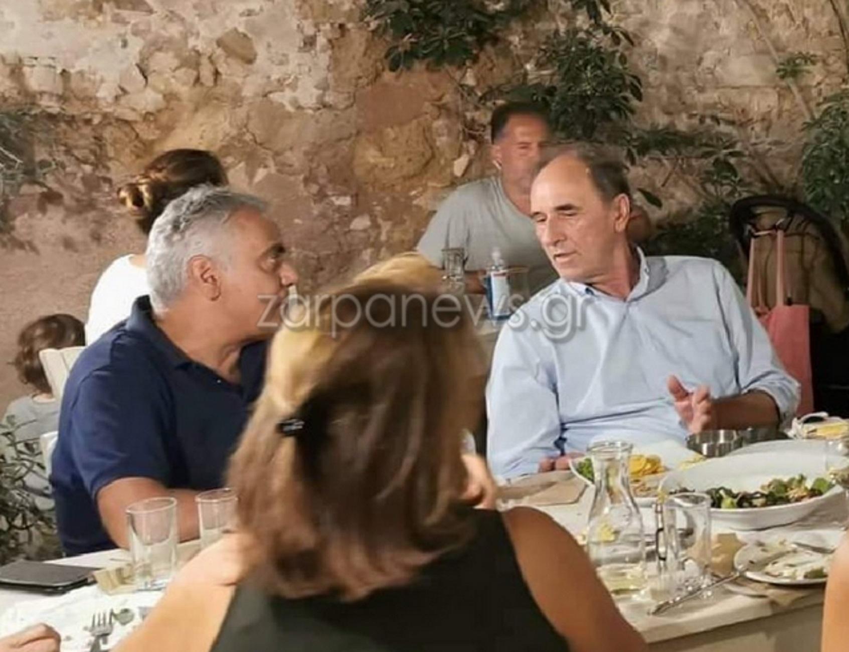 Χανιά: Οι διακοπές του Πάνου Σκουρλέτη και το δείπνο σε γνωστή ταβέρνα με τον Γιώργο Σταθάκη
