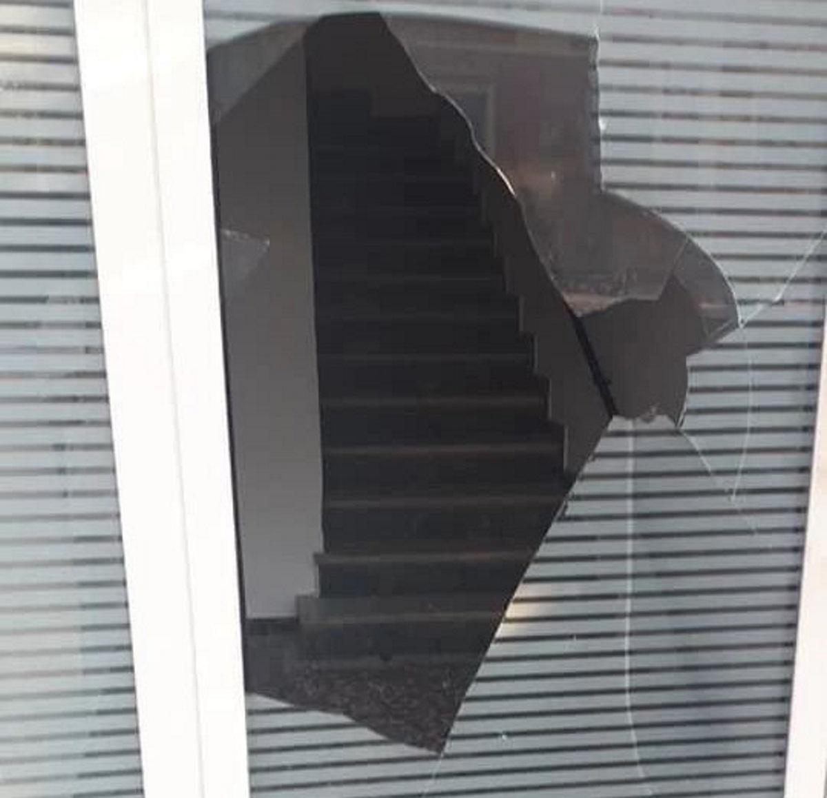 Κέρκυρα: Επίθεση στα γραφεία της ΝΔ στο κέντρο της πόλης