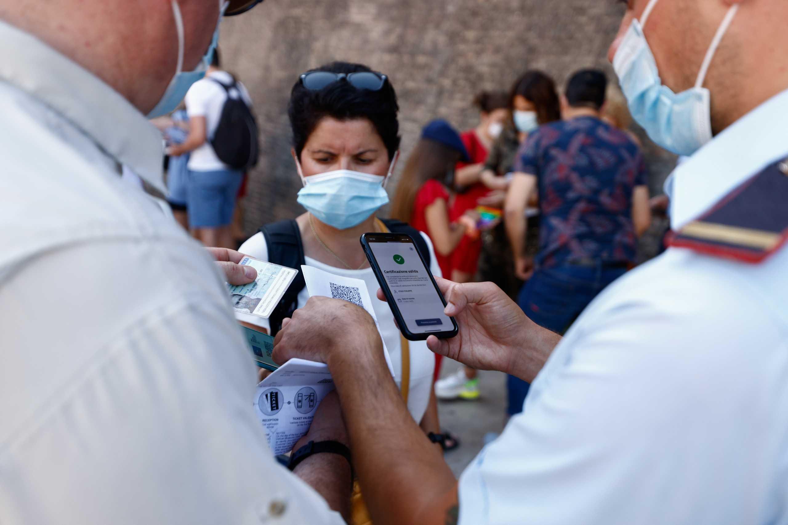 Κορονοϊός: Η Ρωσία επιδιώκει αμοιβαία αναγνώριση των πιστοποιητικών εμβολιασμού με την ΕΕ