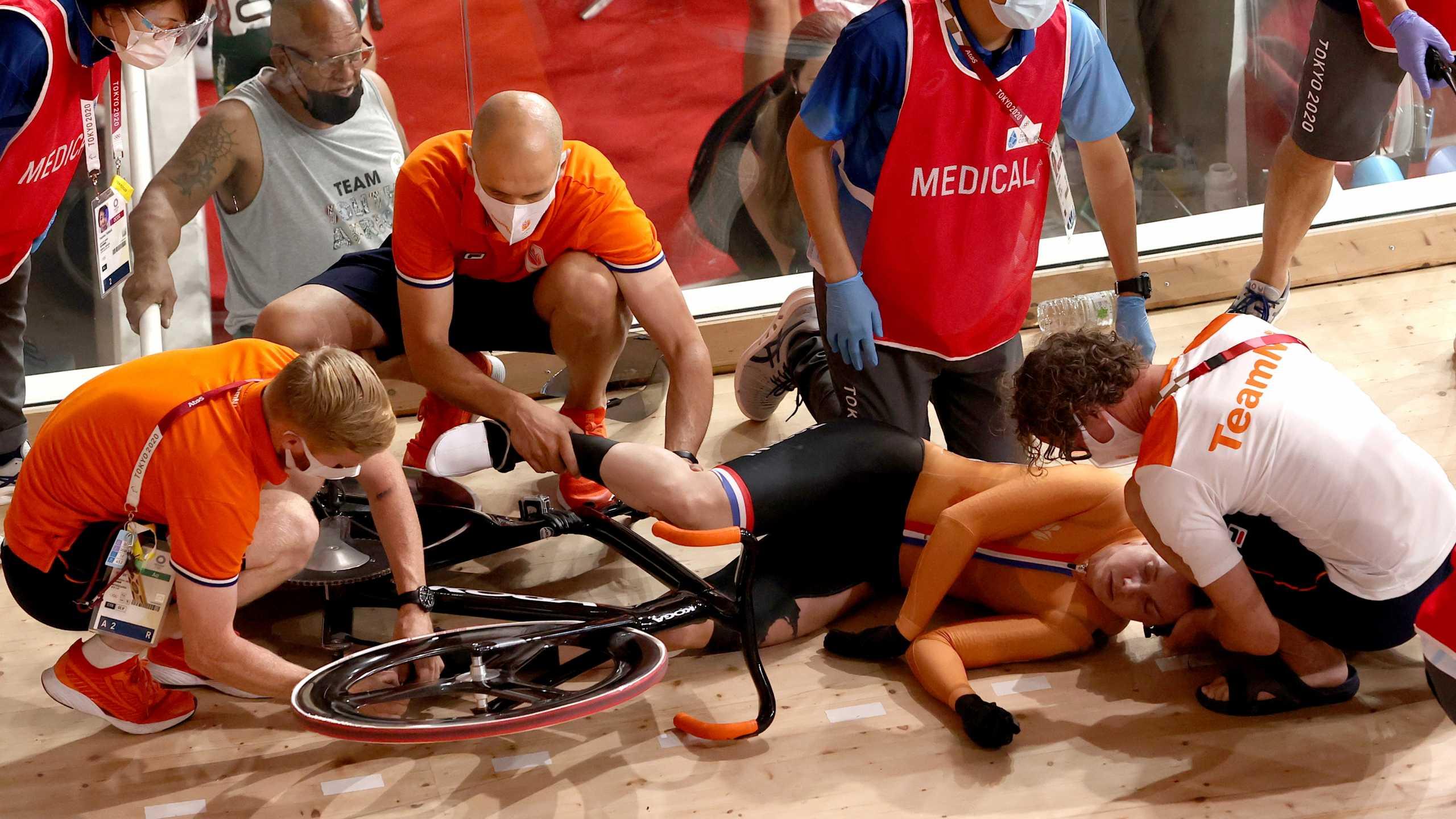 Ολυμπιακοί Αγώνες: Απρόοπτο στην ποδηλασία – Μεταφέρθηκε με φορείο μετά από σύγκρουση