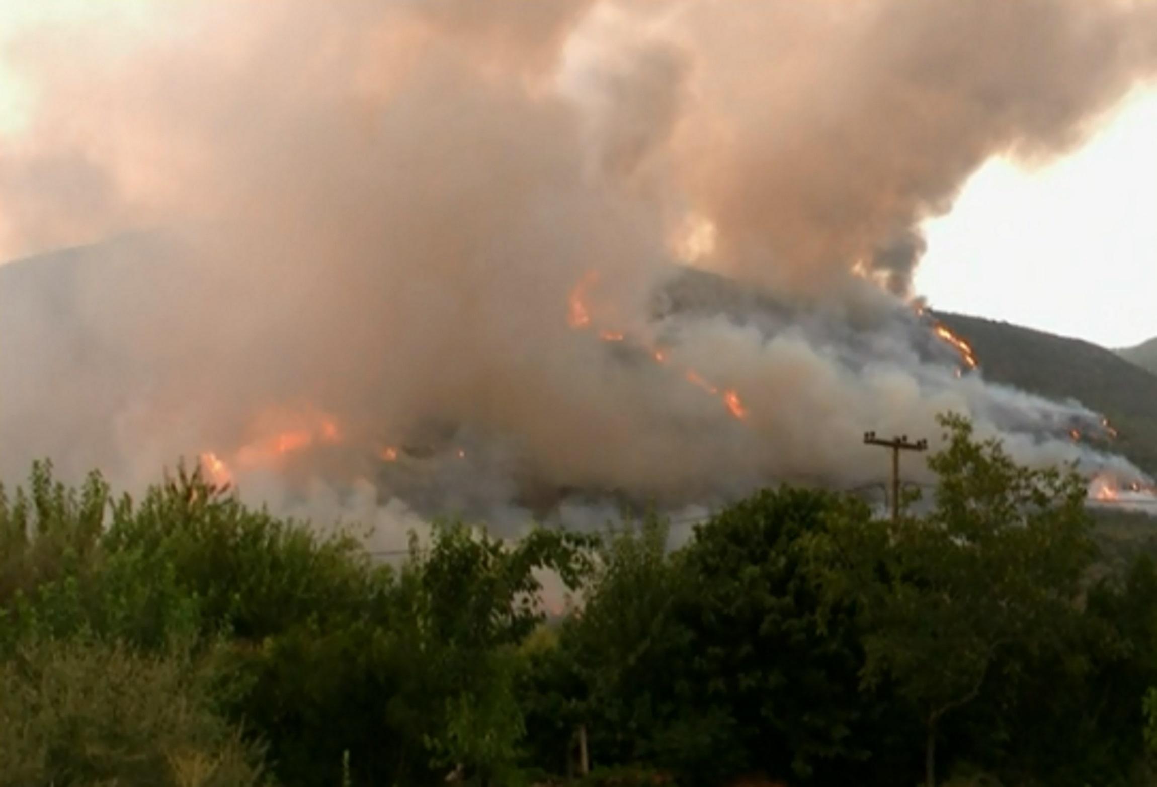 Και στη Μεσσηνία εκκενώνονται περιοχές λόγω της μεγάλης φωτιάς