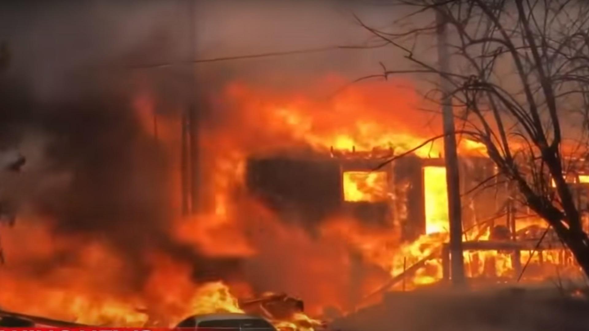 ΗΠΑ: Η πυρκαγιά Ντίξι καίει για μια ακόμη μέρα – Στάχτη 550 κατοικίες και 5.000.000 στρέμματα γης