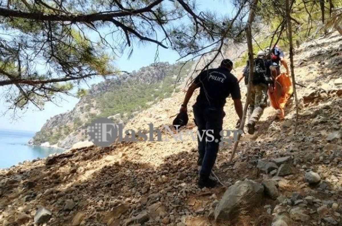 Εικόνες από την επιχείρηση μεταφοράς του νεκρού περιπατητή στην Κρήτη