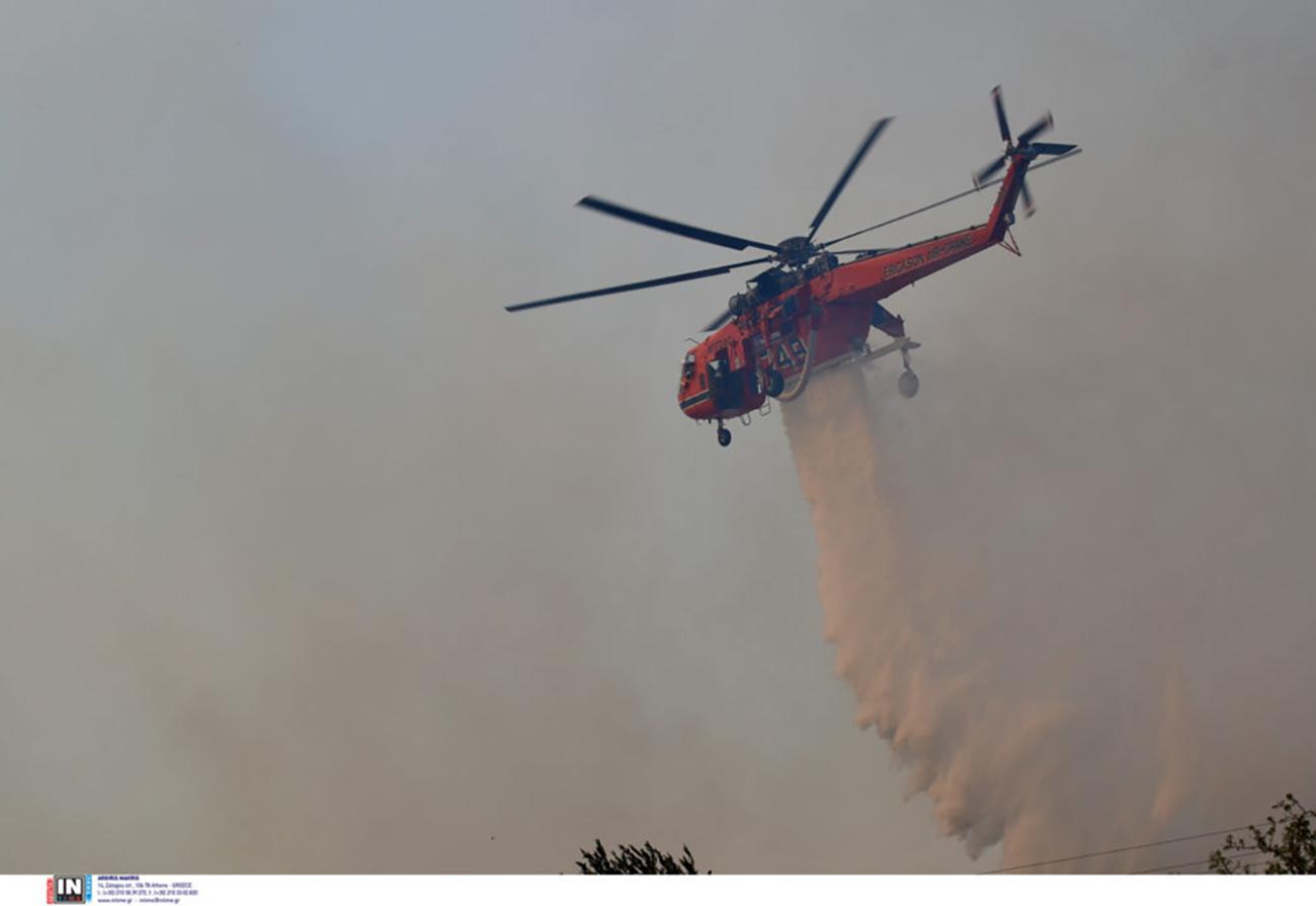 «Ακάθεκτα» ERICKSON: Tα ελικόπτερα «πρώτης γραμμής» στη μάχη των πυρκαγιών