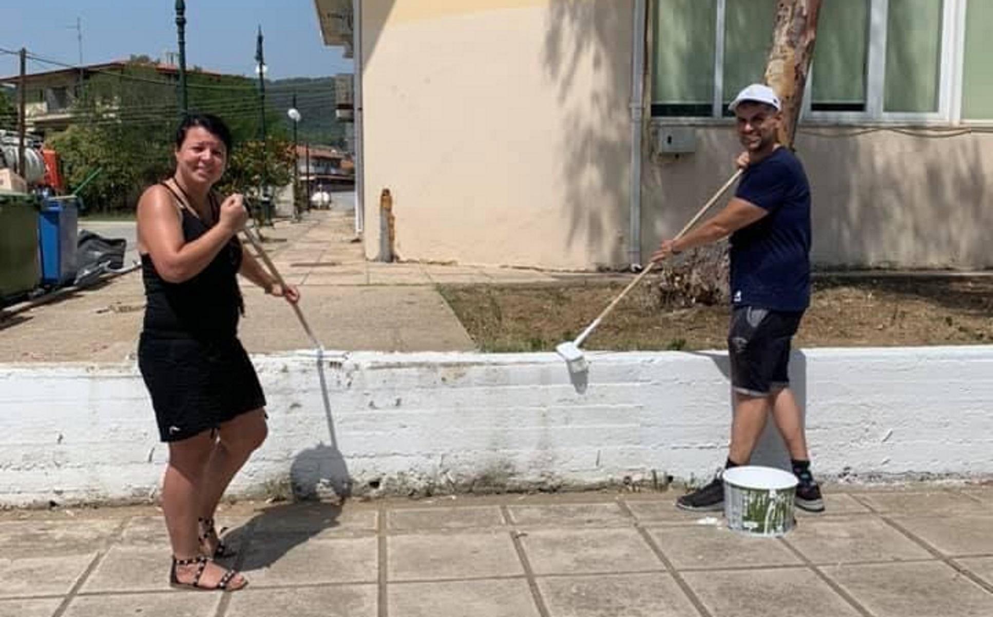 Χαλκιδική: Ευρωπαίοι εθελοντές έκαναν ένα χωριό να «λάμψει» – Βούρτσες, σκούπες και πινέλα