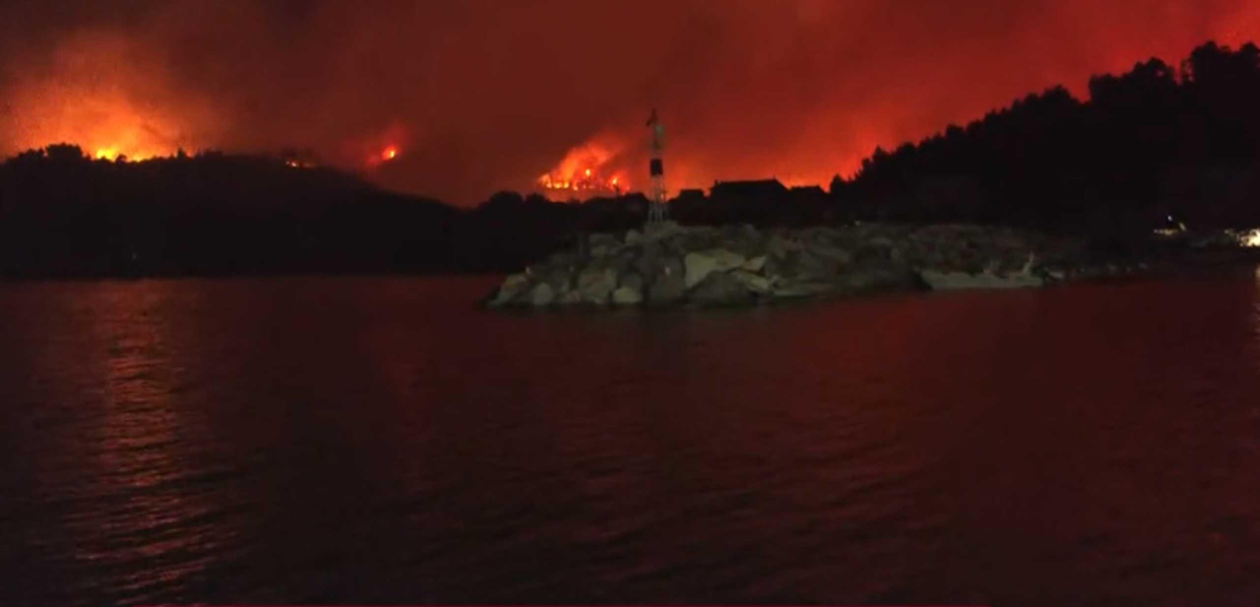 Φωτιά στην Εύβοια: Ακόμα μία νύχτα τιτάνιας μάχης με τις φλόγες – Πλησιάζει την Ιστιαία η λαίλαπα