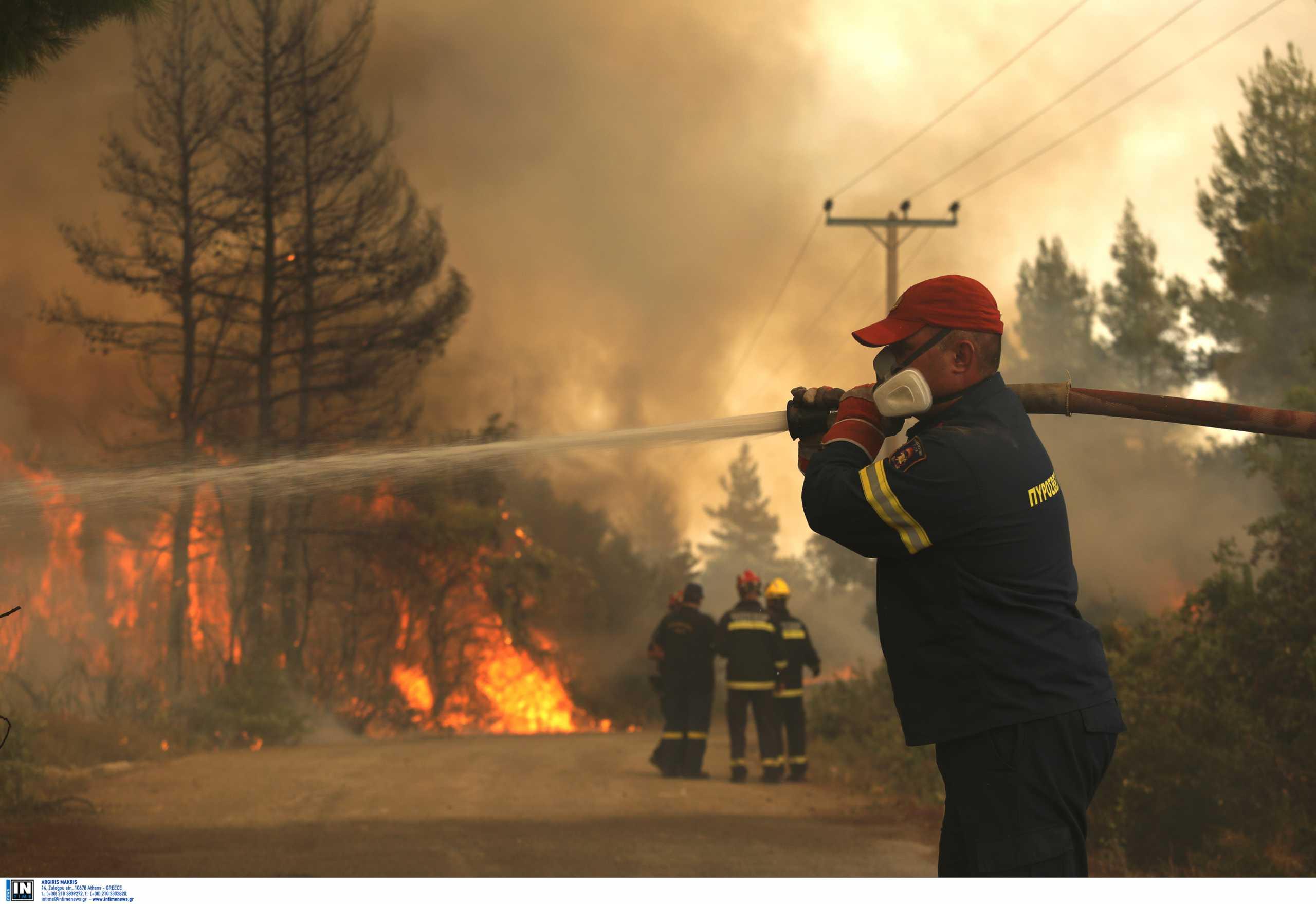 Ακόμα μια δύσκολη νύχτα για τη Βόρεια Εύβοια που μετράει αναζωπυρώσεις και νέα μέτωπα φωτιάς