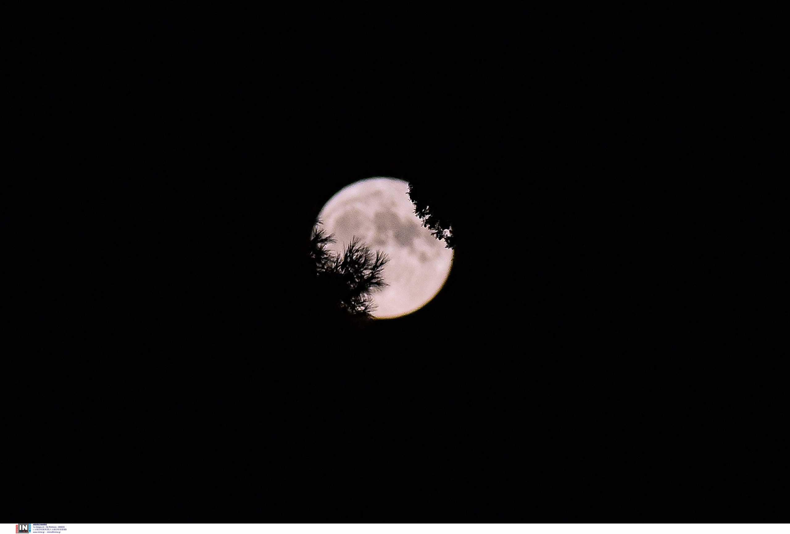 Πανσέληνος Αυγούστου: Μοναδικό και επιβλητικό το ολόγιομο φεγγάρι
