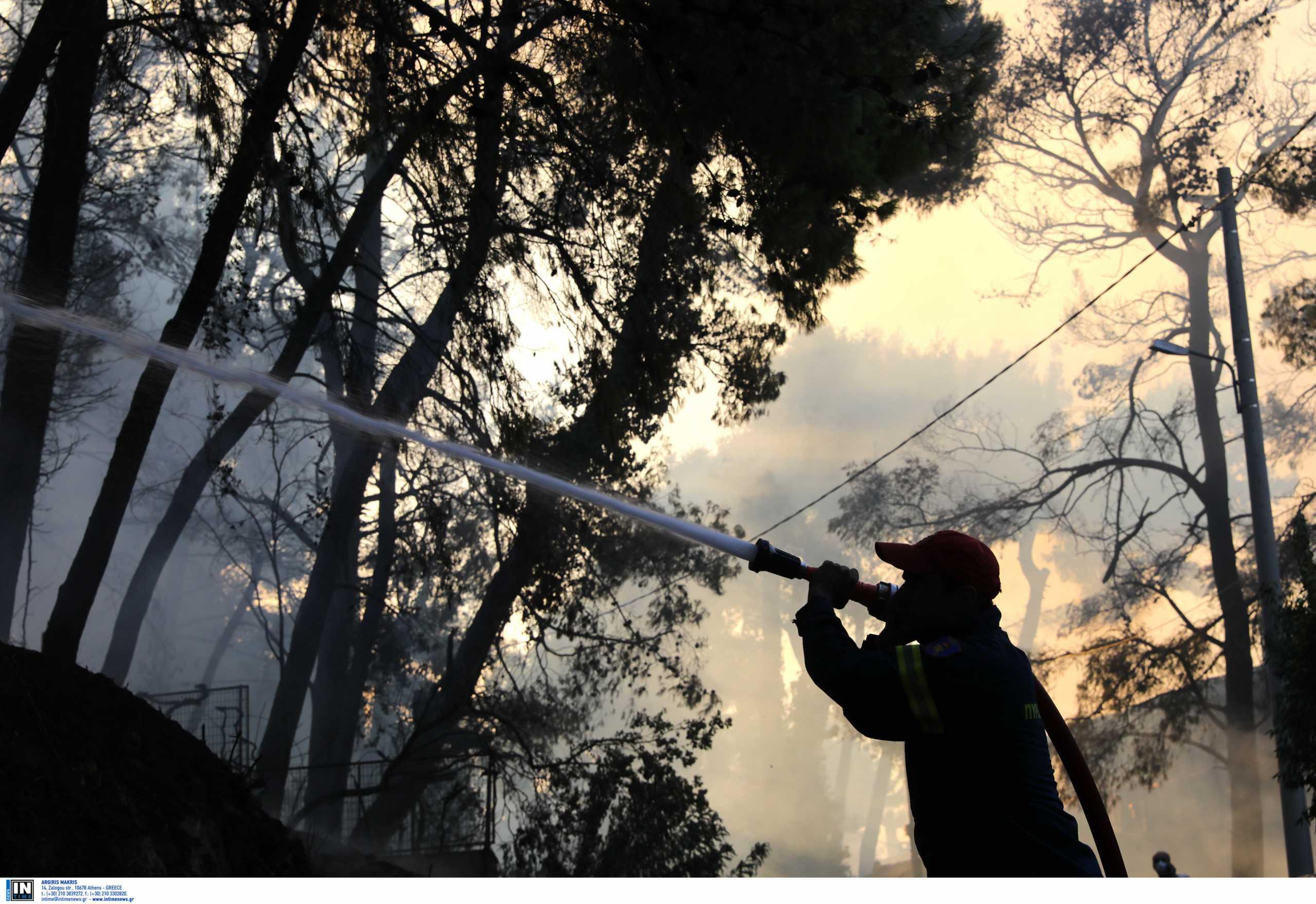 Πολύ υψηλός κίνδυνος πυρκαγιάς και τη Δευτέρα σε πέντε περιφέρειες