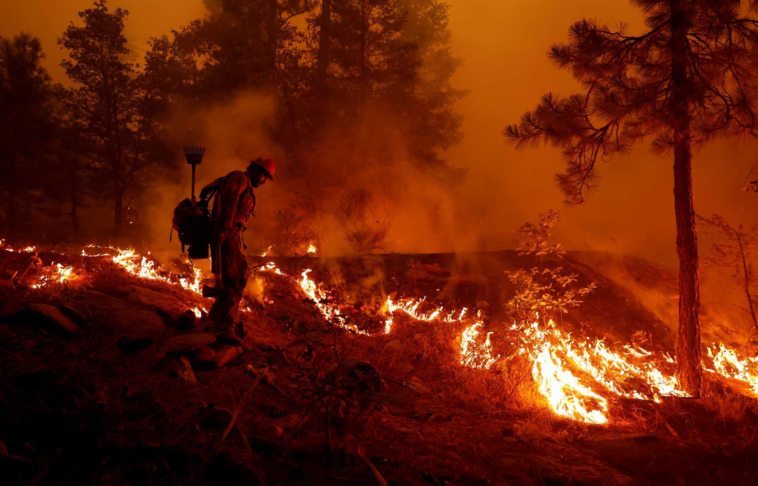 ΗΠΑ: Μαίνεται η «Ντίξι» στην Καλιφόρνια – Η 2η μεγαλύτερη πυρκαγιά στην ιστορία της πολιτείας