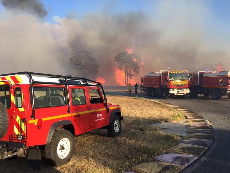 Φωτιά στην Γαλλία: Ένας νεκρός στο Σεν Τροπέ – Στη «μάχη» 1.200 πυροσβέστες