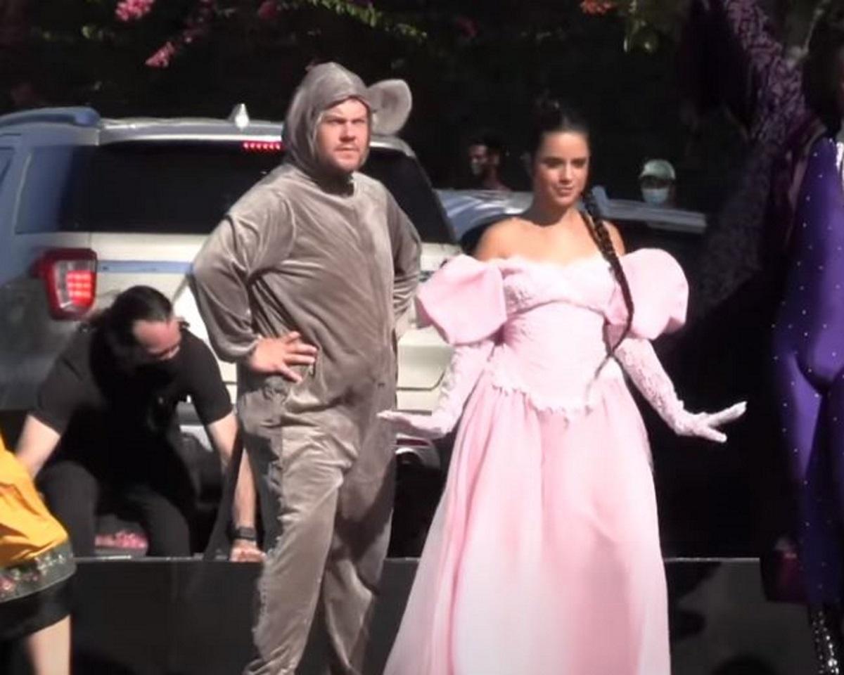 Καμίλα Καμπέγιο και Τζέιμς Κόρντεν κάνουν flash mob σε κεντρικό δρόμο του Λος Άντζελες