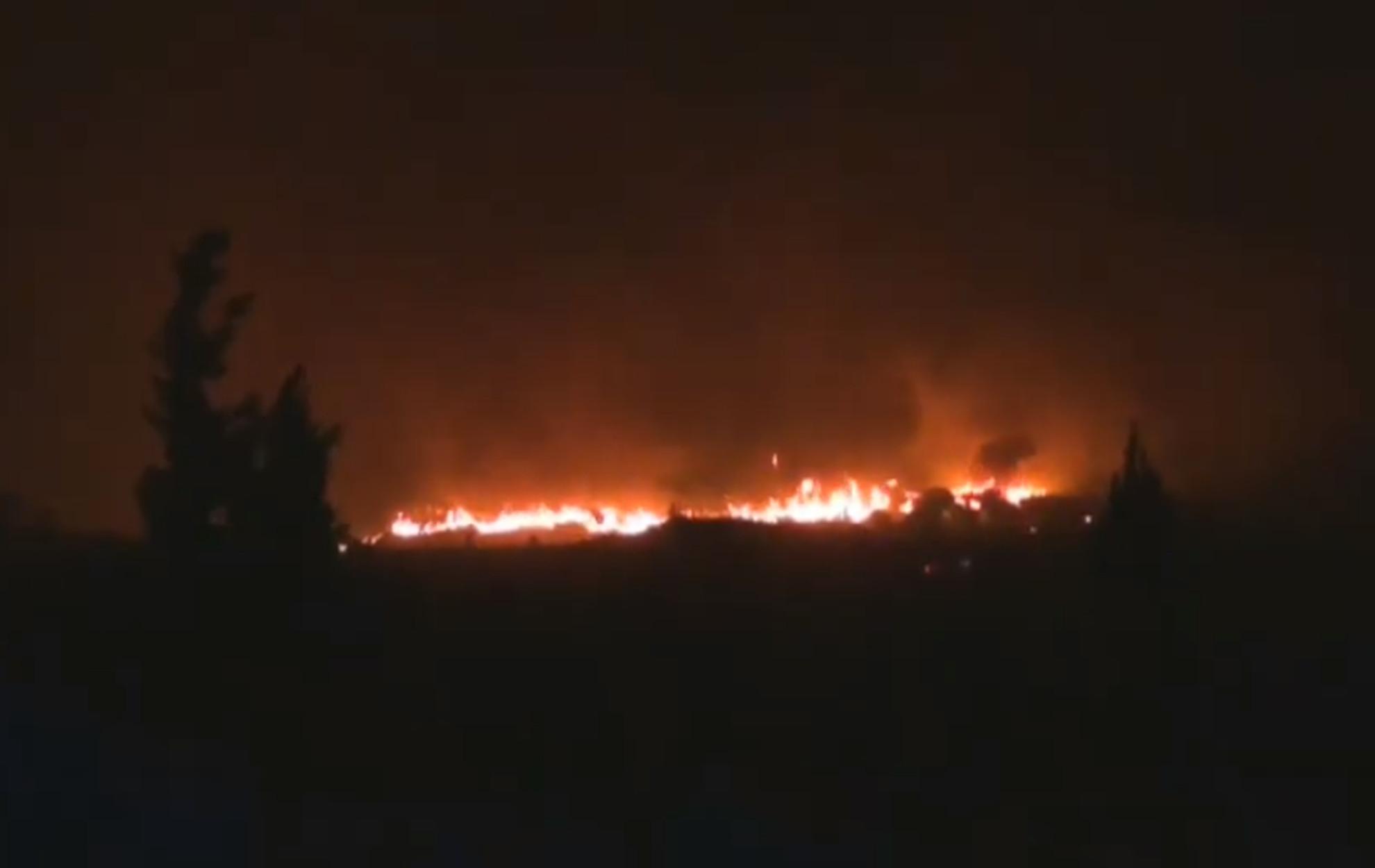 Φωτιά στην Φωκίδα: «Η πυρκαγιά πάει όπου θέλει, όποτε θέλει» – Έκκληση για βοήθεια
