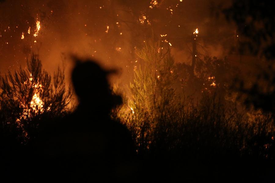 Φωτιά στην Μάνη: Εκκενώνονται η μία μετά την άλλη οι κοινότητες