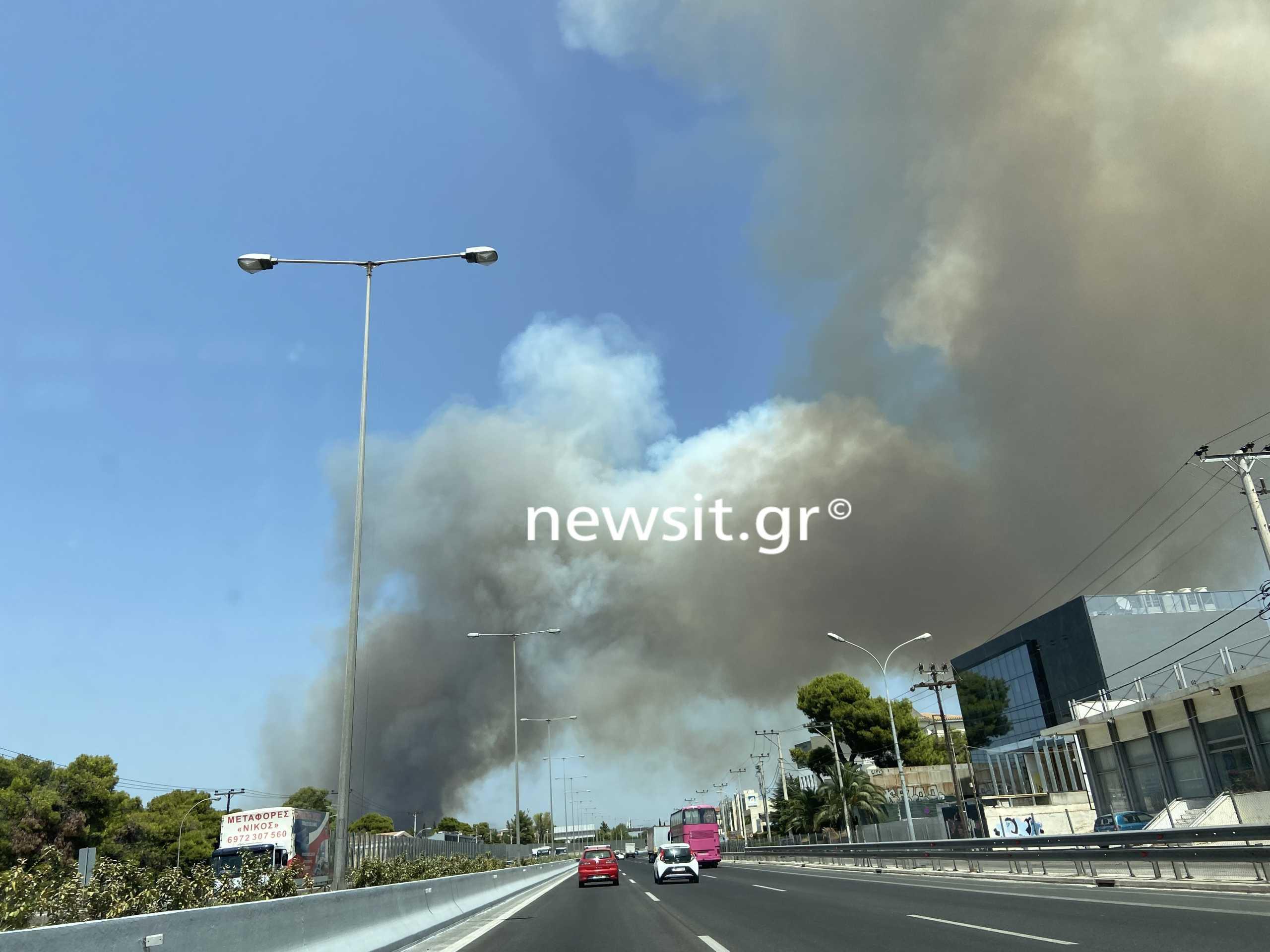 Φωτιά στη Βαρυμπόμπη: Νέα διακοπή και στα δύο ρεύματα της Εθνικής Οδού
