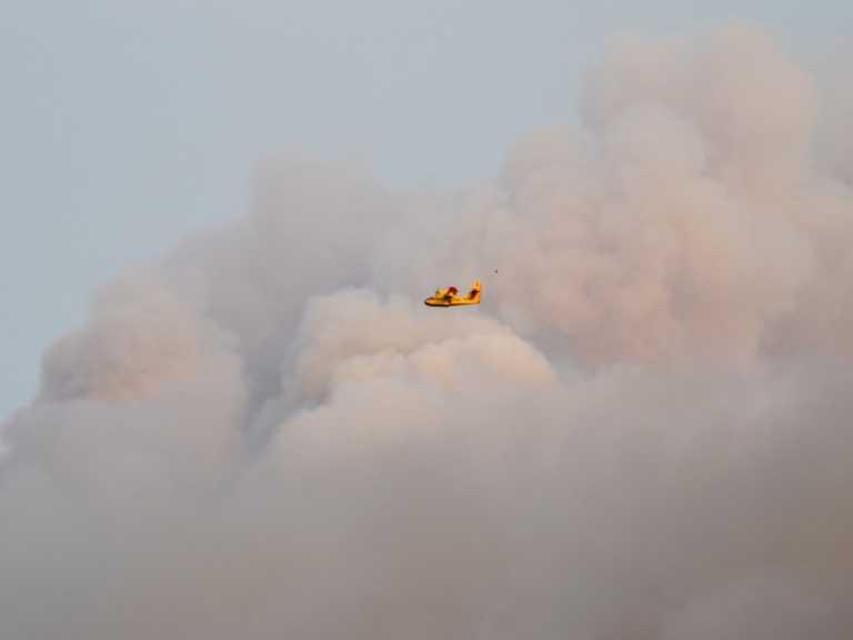 Φωτιά στη Ρόδο: Μάχη με τις φλόγες - Συνεχείς αναζωπυρώσεις
