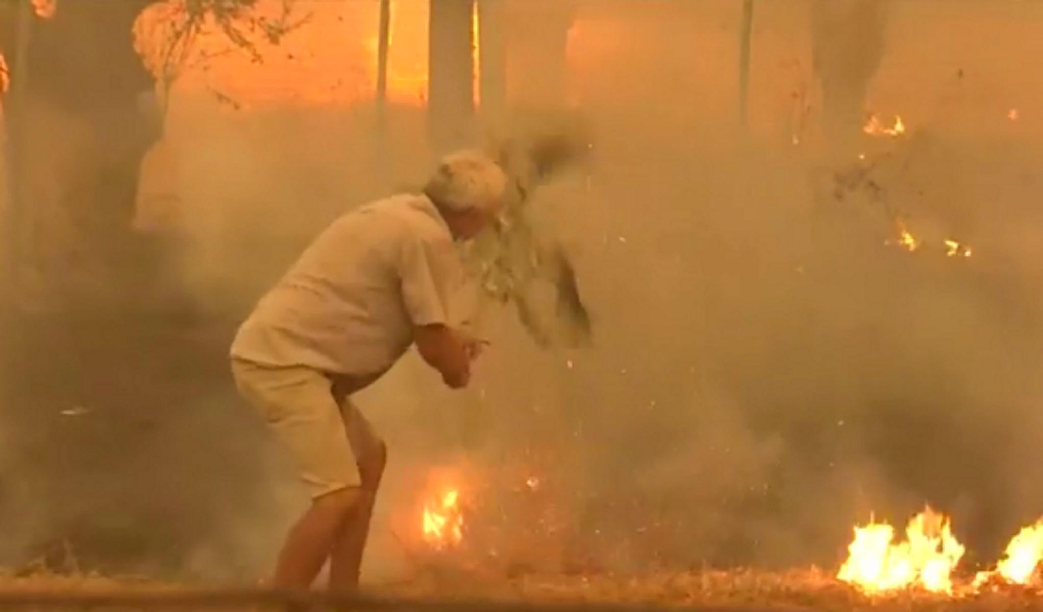 Φωτιά στην Εύβοια: Ο ηλικιωμένος με το κλαδί μίλησε για τη «μάχη» του με τις φλόγες