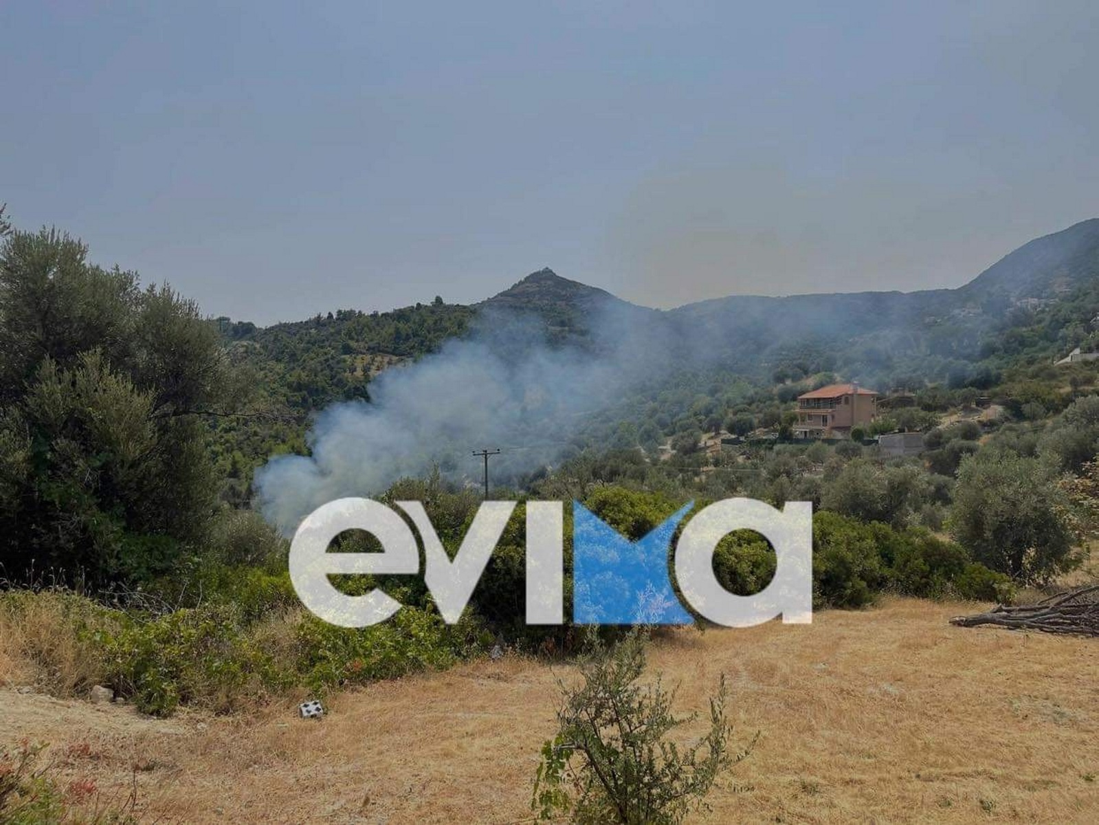 Φωτιά στην Εύβοια: Καίγεται η Πλατάνα