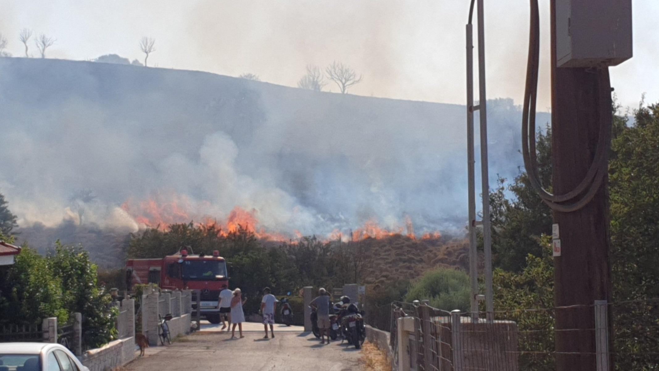 Φωτιά στην Κω: Μάχη επίγειων και εναέριων μέσων με τις φλόγες