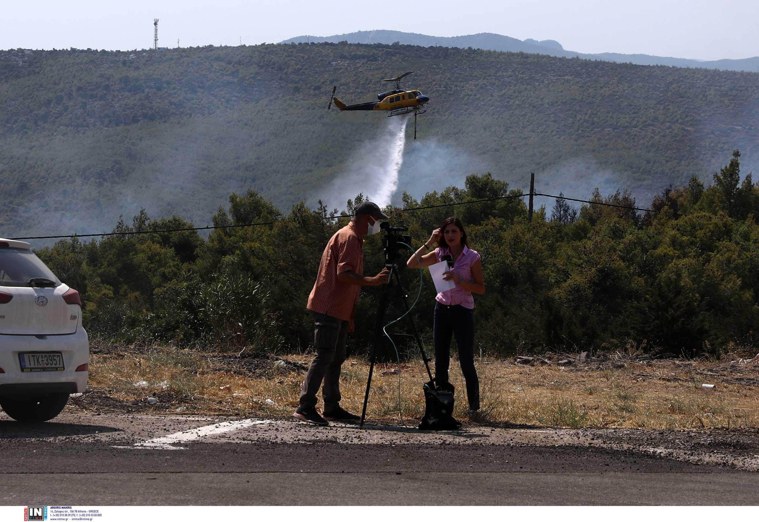 Φωτιά στα Βίλια: Μάχη για να μην φτάσει σε Οινόη και Πανόραμα