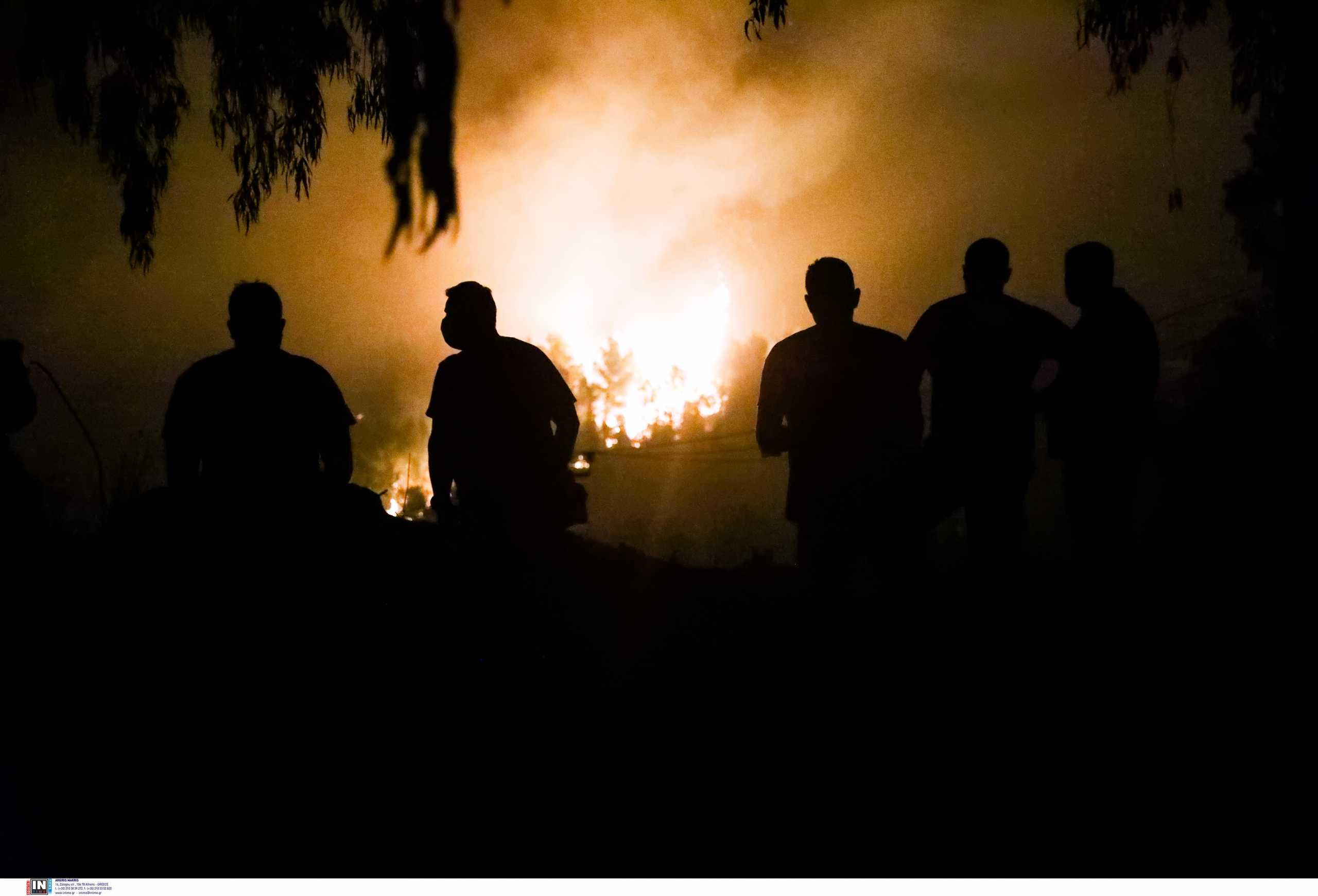 Φωτιά σε Βαρυμπόμπη και Θρακομακεδόνες: Δύσκολη νύχτα – Πού εκτείνονται τα μέτωπα