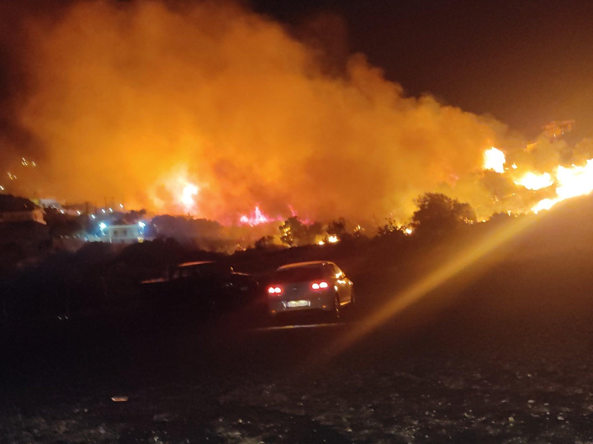 Φωτιά στο Δασκαλειό Κερατέας: Βρήκαν υπολείμματα φωτοβολίδας – Ανθρωποκυνηγητό για τους εμπρηστές – Εικόνες ντοκουμέντο