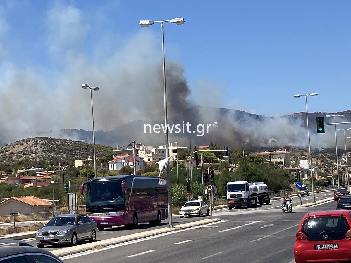 Φωτιά στην Κερατέα: Εκκενώνεται ο οικισμός Μαρκάτι – Μήνυμα από το 112