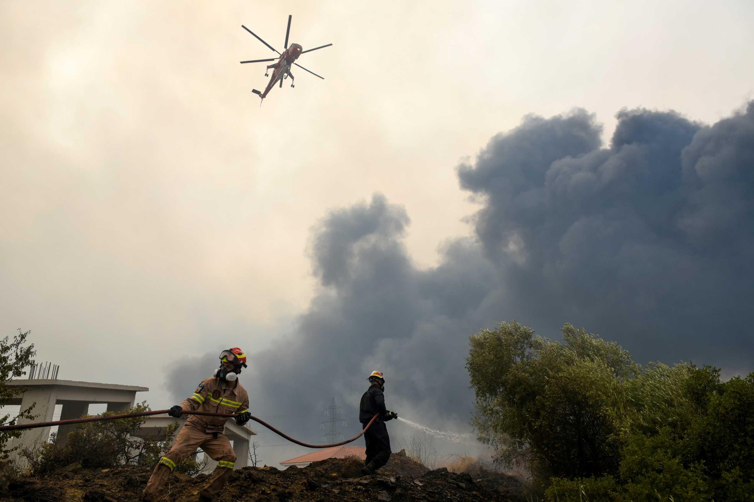 Σέρρες: Μαίνεται η φωτιά στην Αλιστράτη – Τι δυσκολεύει τους Πυροσβέστες που επιχειρούν