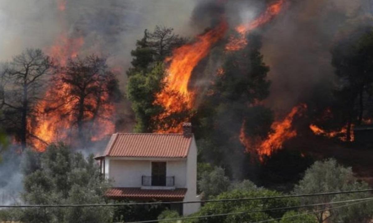 Φωτιά στην Εύβοια: Εκκενώνεται το Κέντρο Υγείας στο Μαντούδι
