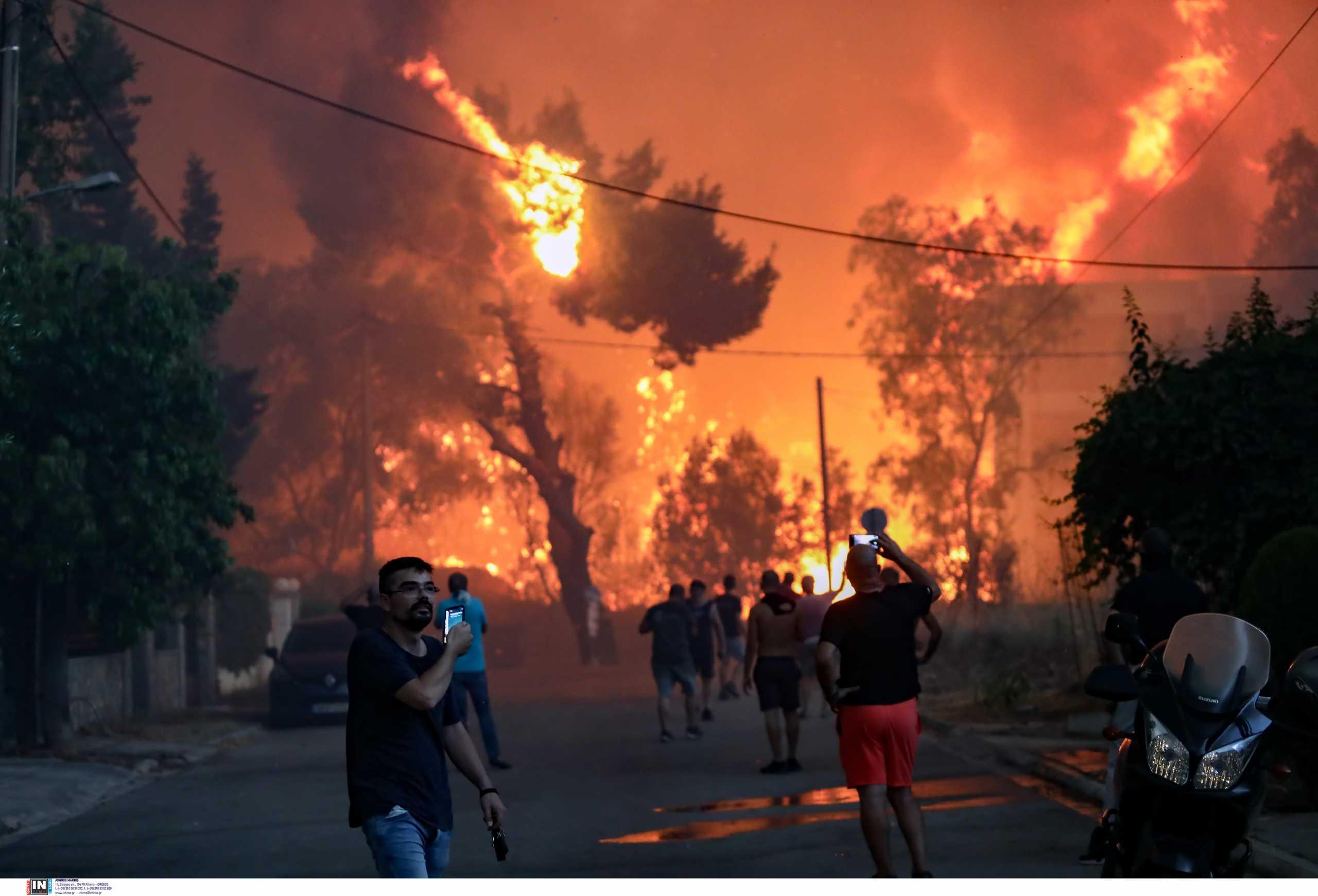 Λαβωμένη η Αττική ενώ καίει η φωτιά στη Βαρυμπόμπη – Η εντολή Μητσοτάκη