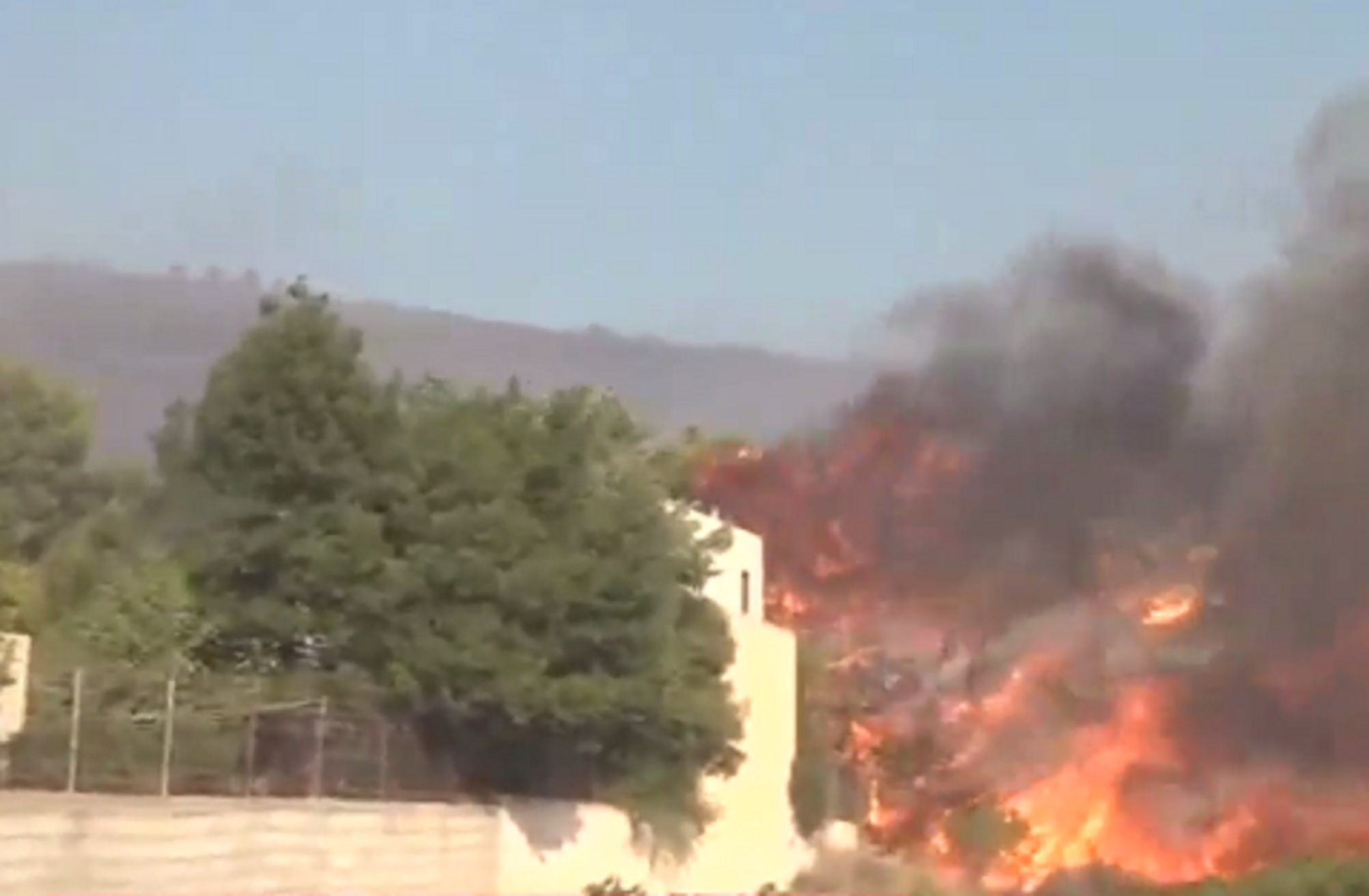 Φωτιά στην Κερατέα: Καίγεται σπίτι στη Συντερίνα