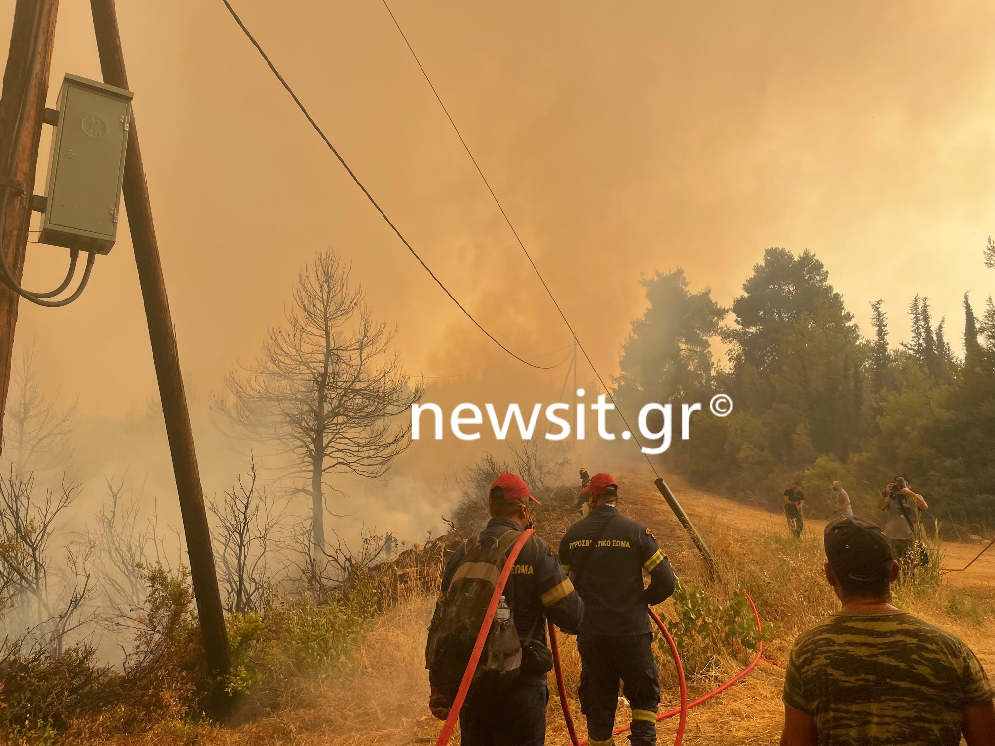 Φωτιά στην Εύβοια: Πύρινο μέτωπο απειλεί το Ασμήνιο