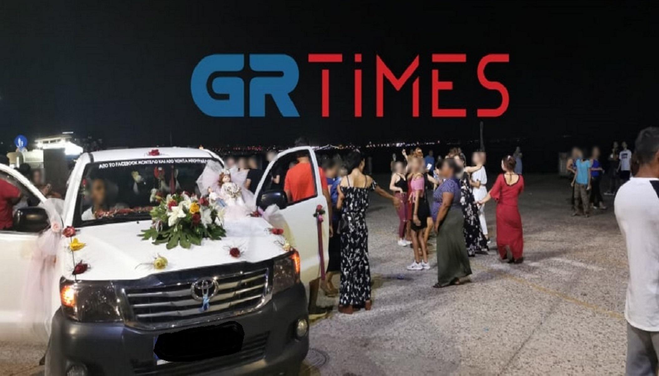 Κορονογλέντι στη Θεσσαλονίκη: Ξέφρενοι χοροί και τραγούδια για ένα τάμα