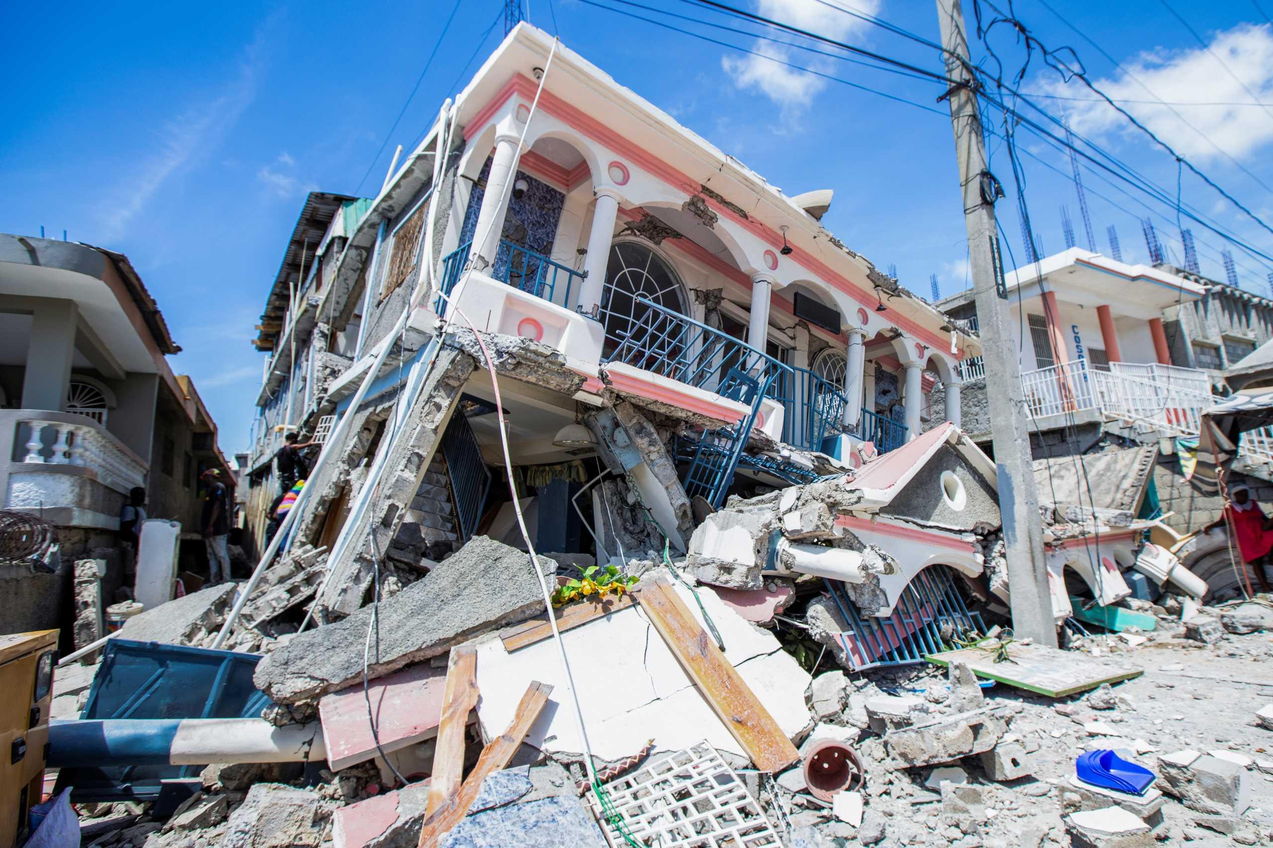 Σεισμός στην Αϊτή: Πάνω από 300 οι νεκροί – Και νέος σεισμός 5,9 Ρίχτερ – Συγκλονιστικές εικόνες