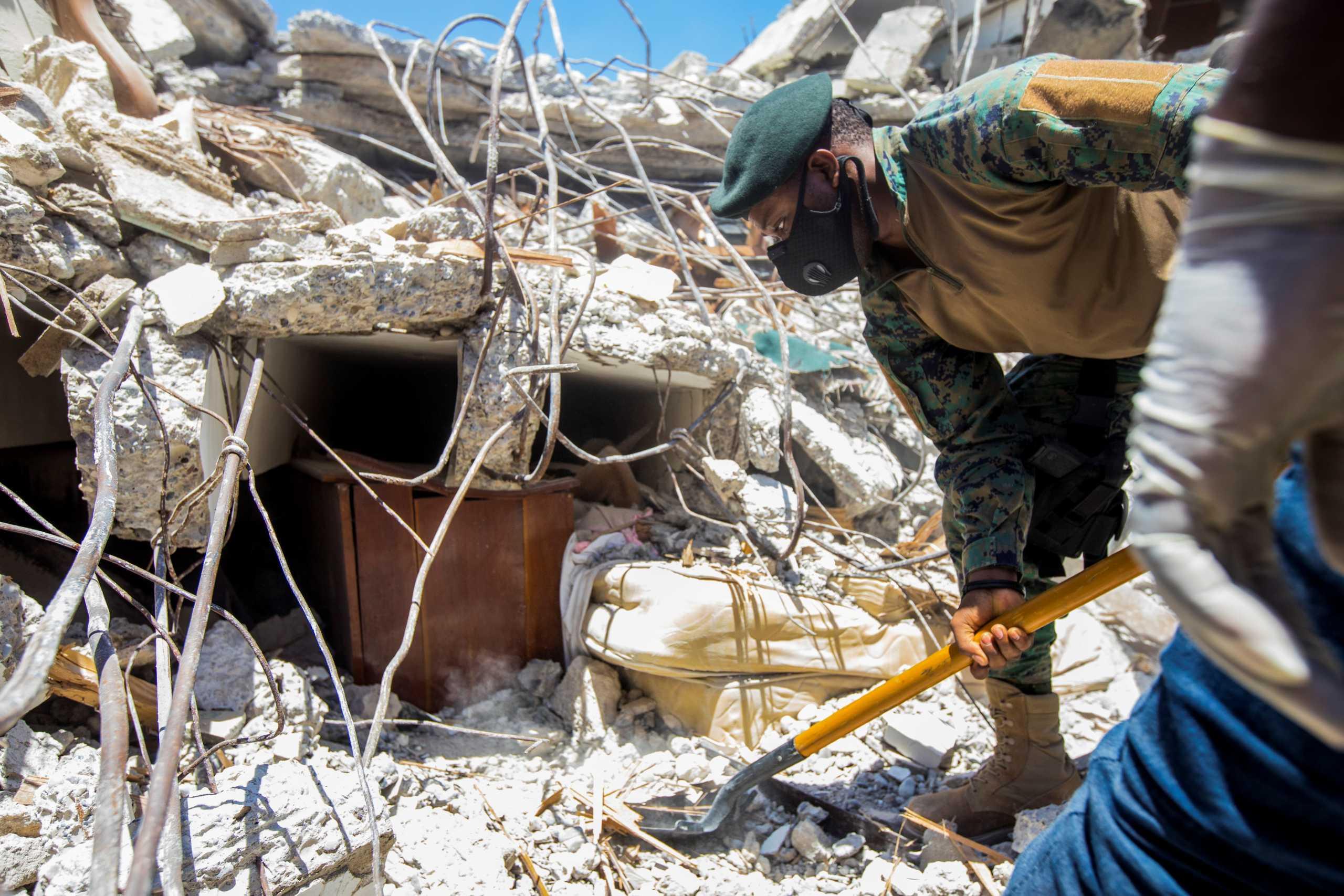 Σεισμός στην Αϊτή: Σχεδόν 1.300 οι νεκροί, πάνω από 5.700 τραυματίες
