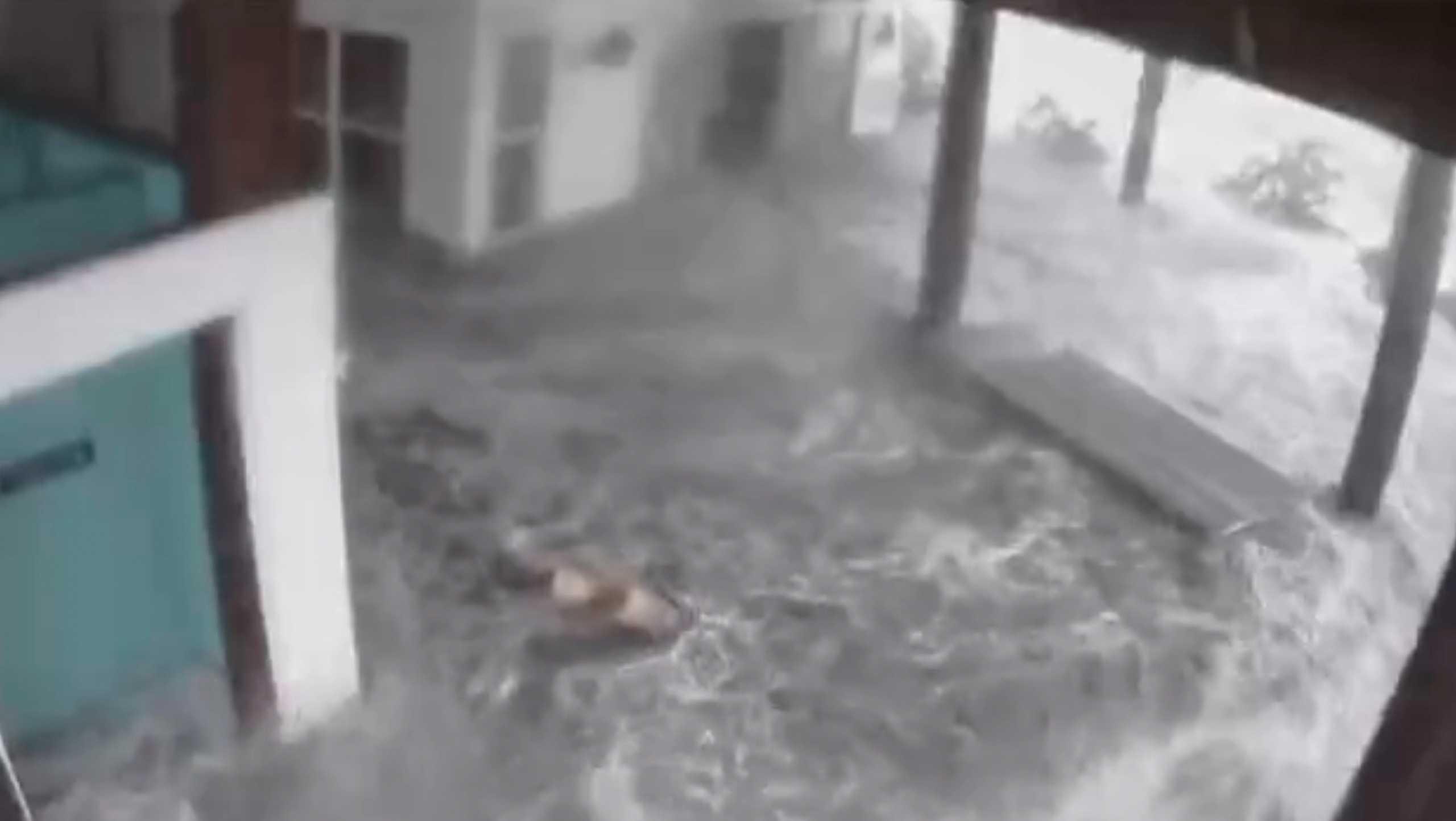 Τυφώνας Άιντα: Εικόνες μέσα από νοσοκομείο την ώρα που ξηλώνεται η οροφή